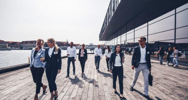 København var sidste år den 7. mest benyttede kongresby i Europa, viser ny undersøgelse. Her er det mødegæster ved Skuespilhuset i København, foto: Martin Heiberg.