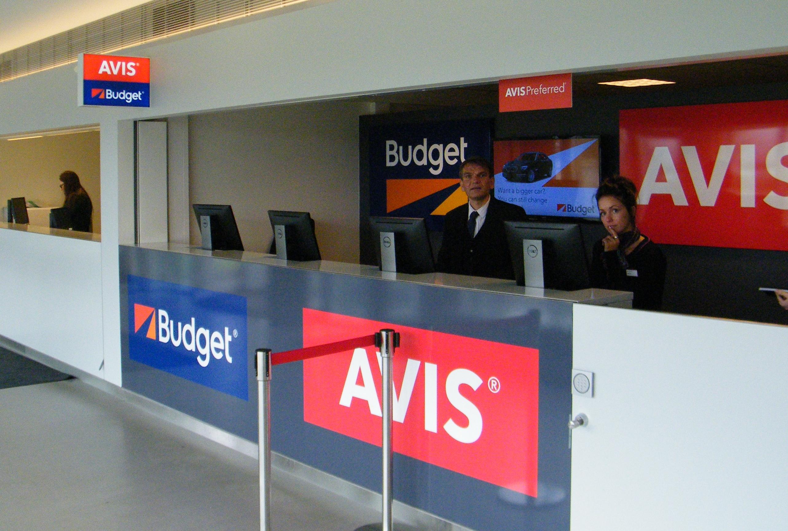 Smile Rent er Avis Budgets nyeste koncept til forenkling af billeje – i første omgang findes konceptet kun på det italienske marked. Her er det dog et Avis Budget-kontor i Københavns Lufthavn, foto: Henrik Baumgarten.