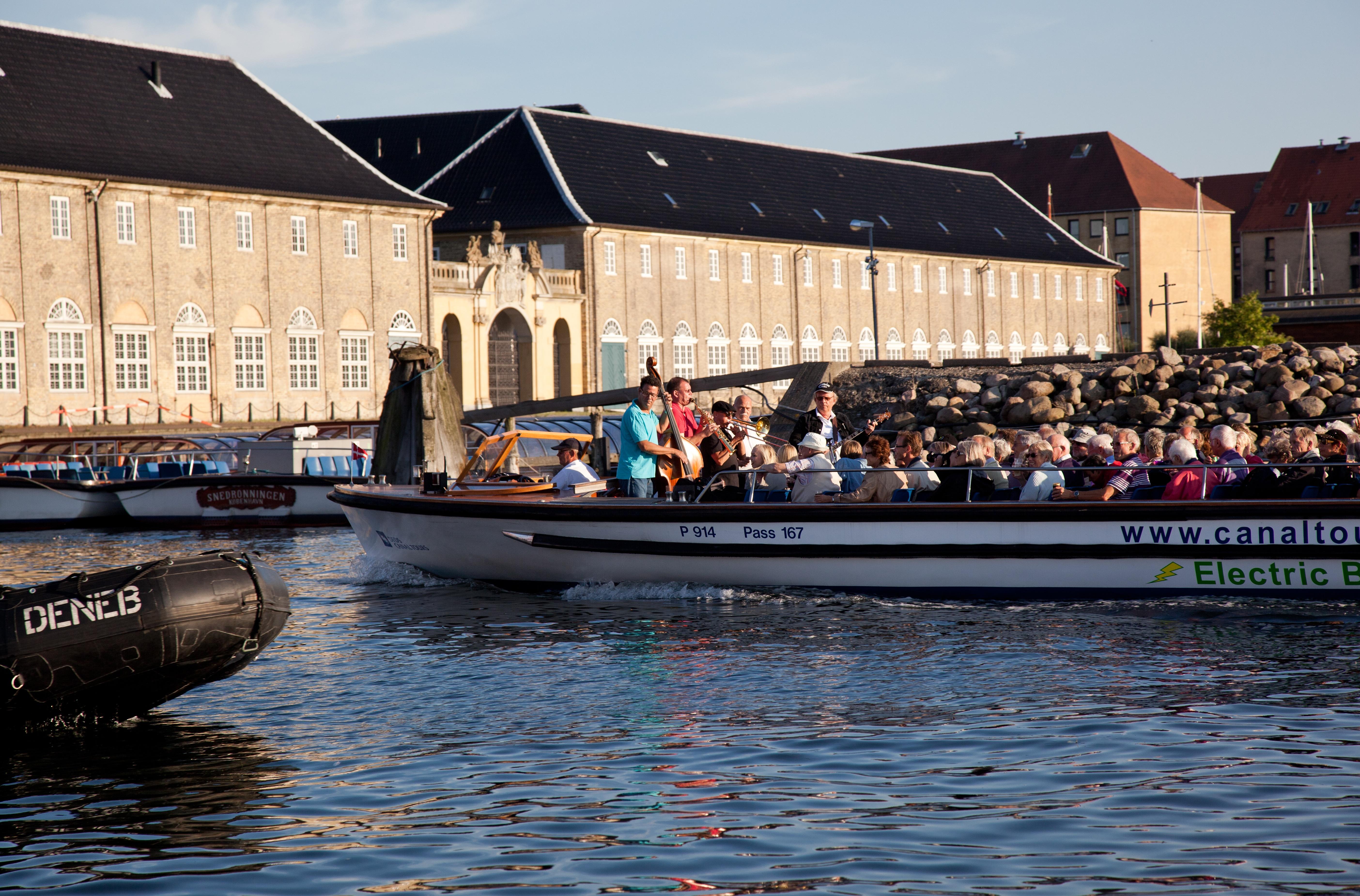 Besøgende fra de seks oversøiske med flest ankomster til Danmark havde sidste år omkring 1,4 millioner overnatninger i Danmark. Arkivfoto fra VisitDenmark, Kim Wyon.