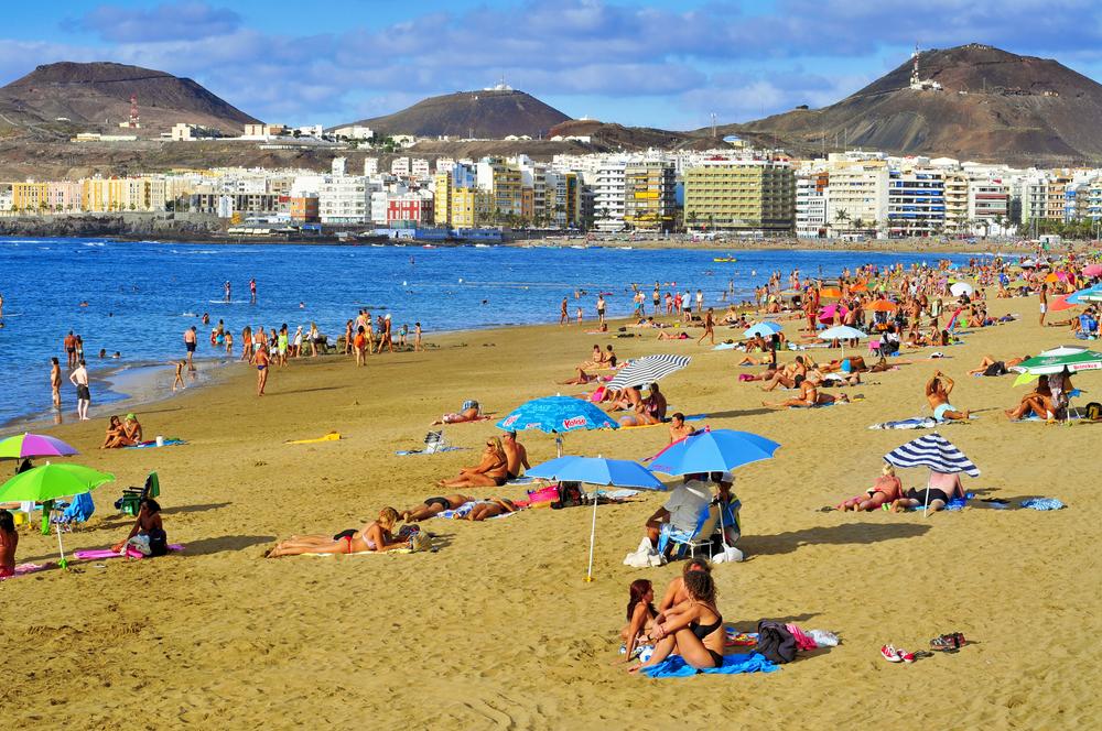 De Kanariske Øer, her er det fra Las Palmas, var i årets fem første måneder blandt de tre spanske regioner der tiltrak flest danske besøgende. Officielt godkendt pressefoto fra Den Spanske Stats Turistbureau.