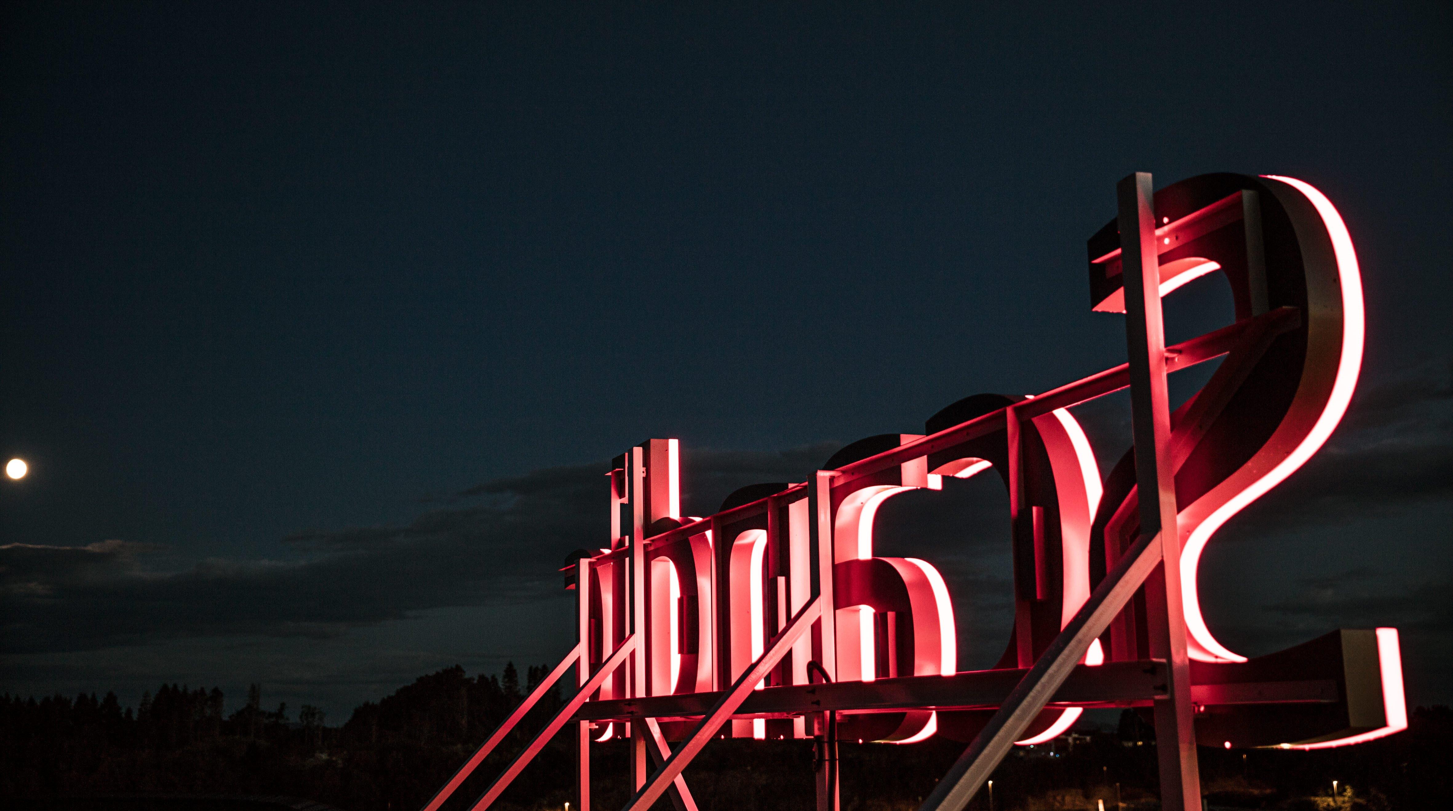 Scandics velkendte logo på toppen af et af koncernes hoteller. (Foto: Scandic Hotels)