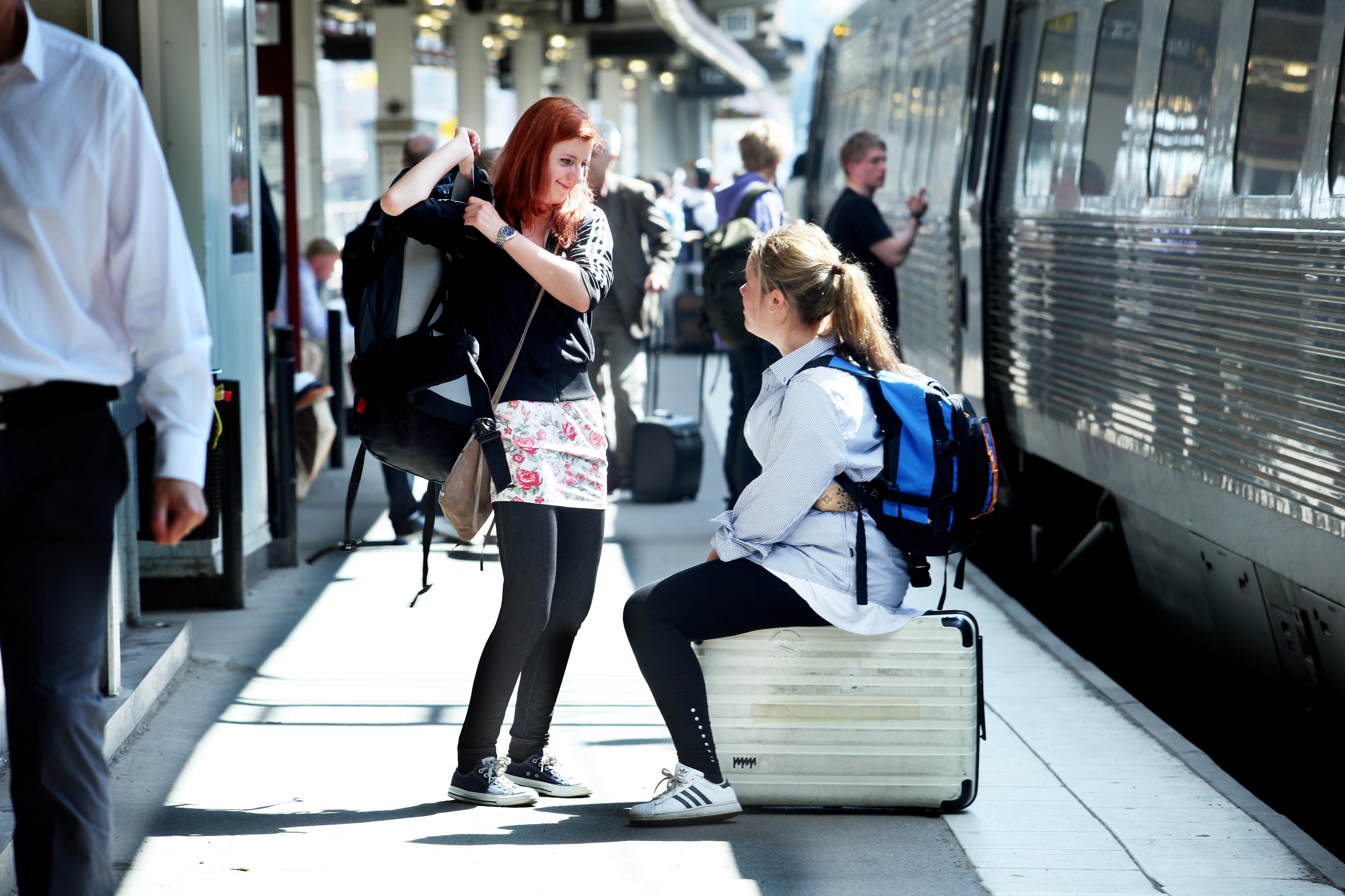 Togrejser belaster miljøet mindre end flyvninger, lyder et budskab fra miljøorganisationen Noah og Spar Nord-banken. Arkivpressefoto fra de svenske statsbaner, SJ.