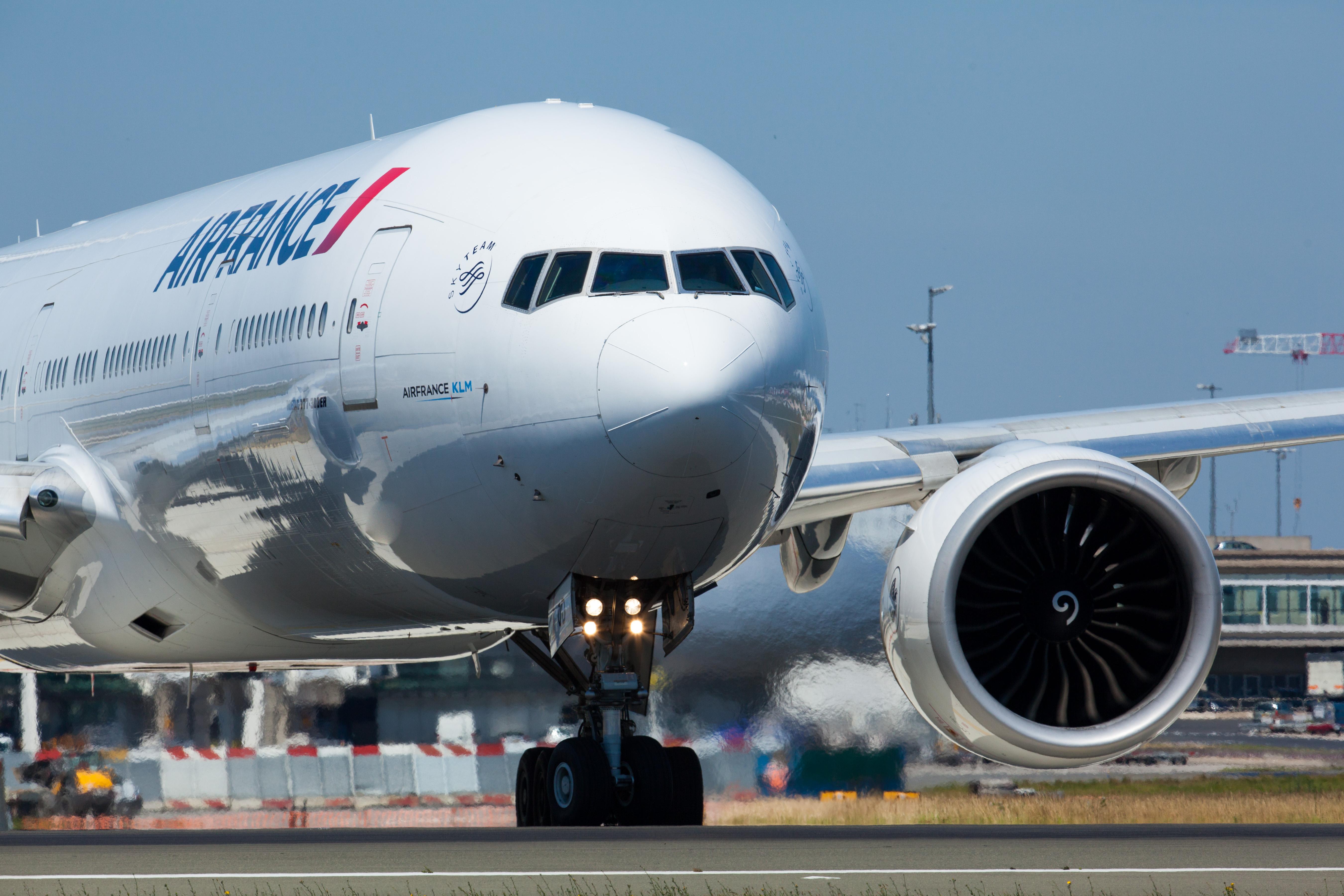 Air France og KLM styrker samarbejdet med Norges største erhvervsrejsebureau, Berg-Hansen. Pressefoto fra Air France med en Boeing B777-300.