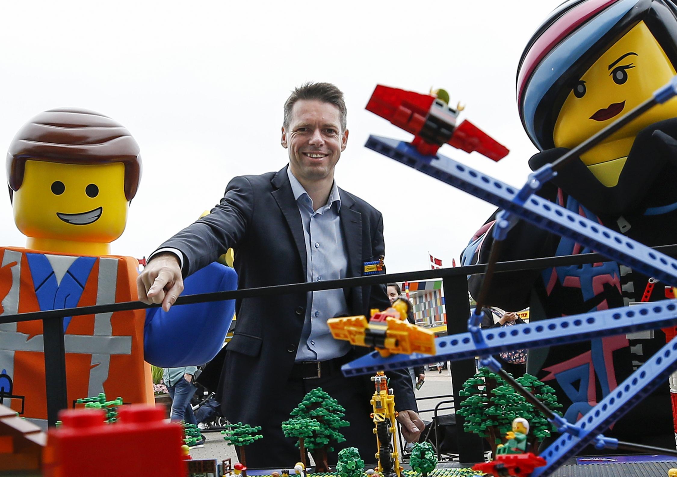 Christian Woller, administrerende direktør for Legoland Billund, da han sidste måned præsenterede forlystelsesparkens næste store investering på 100 millioner kroner til to nye forlystelser, der skal være klar til næste år. Pressefoto: Legoland.