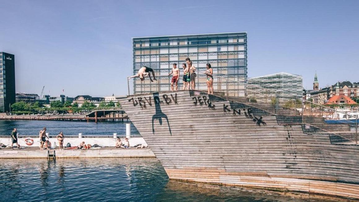 CNN roser københavn som en af verdens bedste byer når det gælder muligheden for at svømme i rent vand. Her er det havnebadet ved Islands Brygge – pressefoto: Wonderful Copenhagen.