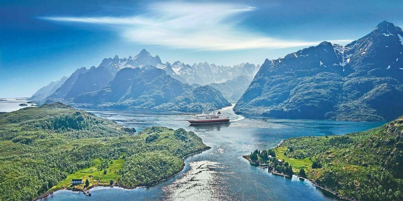 Fire norske destinationer kom på Top 10 over verdens bedste indenfor krydstogter i ny opgørelse. Her er det Trollfjorden, pressefoto: Hurtigruten.