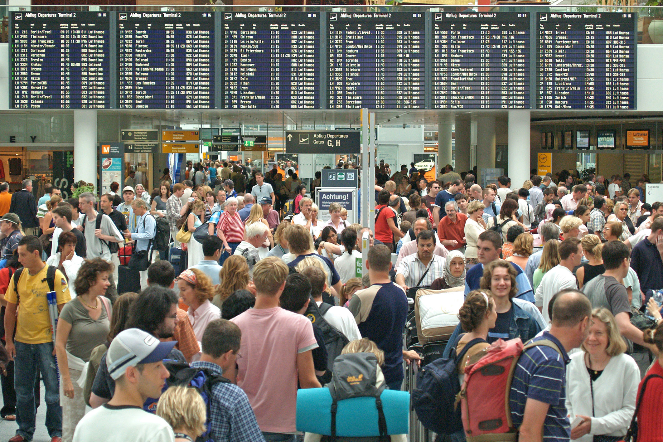 Mange danskere og borgere de øvrige EU-lande har ikke penge til at holde mindst en uges ferie om året væk fra deres hjem, viser ny EU-undersøgelse. Her er det arkivpressefoto fra lufthavnen i München.