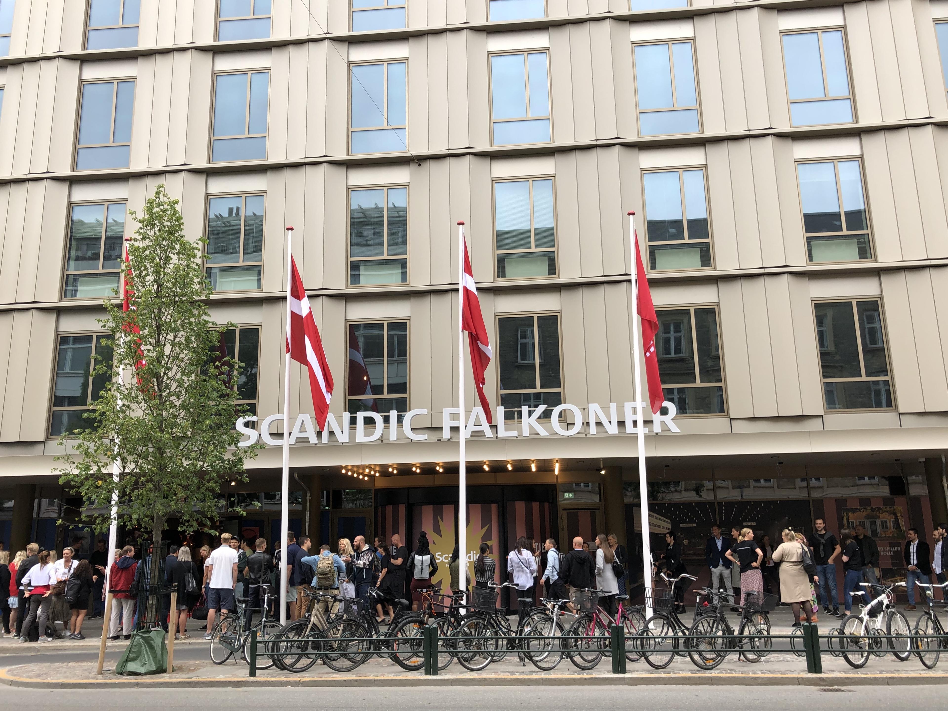 Fronten på Scandic Falkoner, der officielt genåbner 7. august – som hotelkædens første hotel på Frederiksberg. Foto via Scandic.