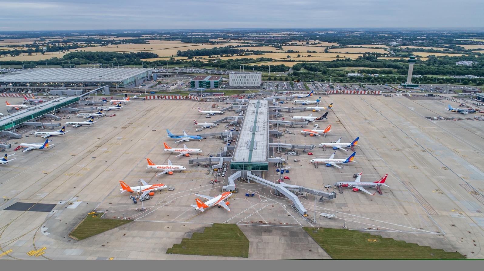 Lufthavnen i Stansted nord for London hvorfra Jet2.com flyet var lettet mod Tyrkiet, men vendte tilbage efter en times tid på grund af uregerlig kvinde. Pressefoto: Stansted Airport.