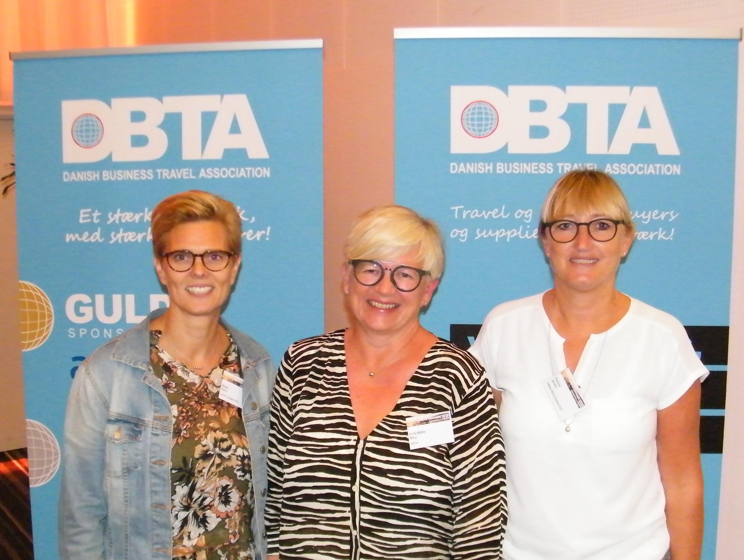 Fra torsdagens DBTA-årsmøde, fra venstre DBTA-formand Mette Bank, til daglig travel manager hos LEGO System, Anne Mette Berg, general manager for DBTA, og travel manager i Vestas Wind Systems, Pia Kirk Jensen, der blev COTRA's sidste formand. Foto: Henrik Baumgarten.