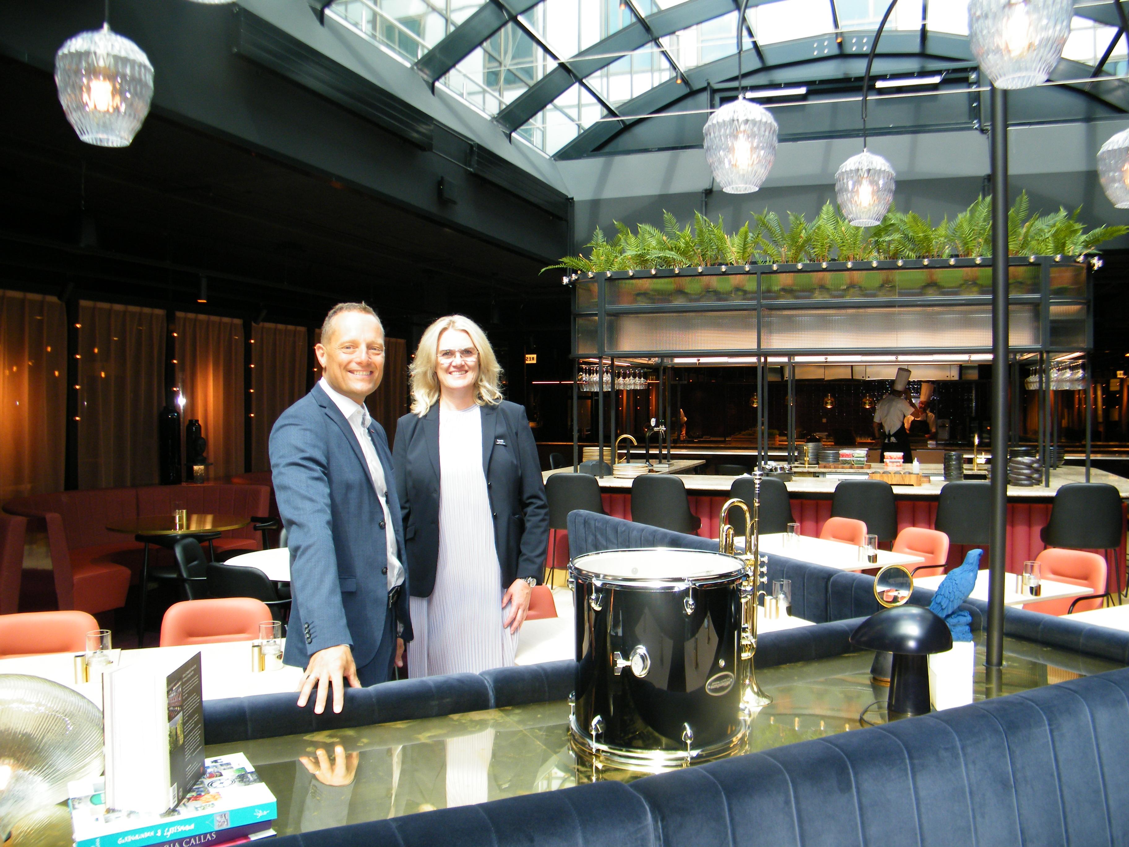 Scandics administrerende direktør i Danmark, Søren Faerber, med general manager for Scandic Falkoner, Malene Friis. Foto: Henrik Baumgarten.
