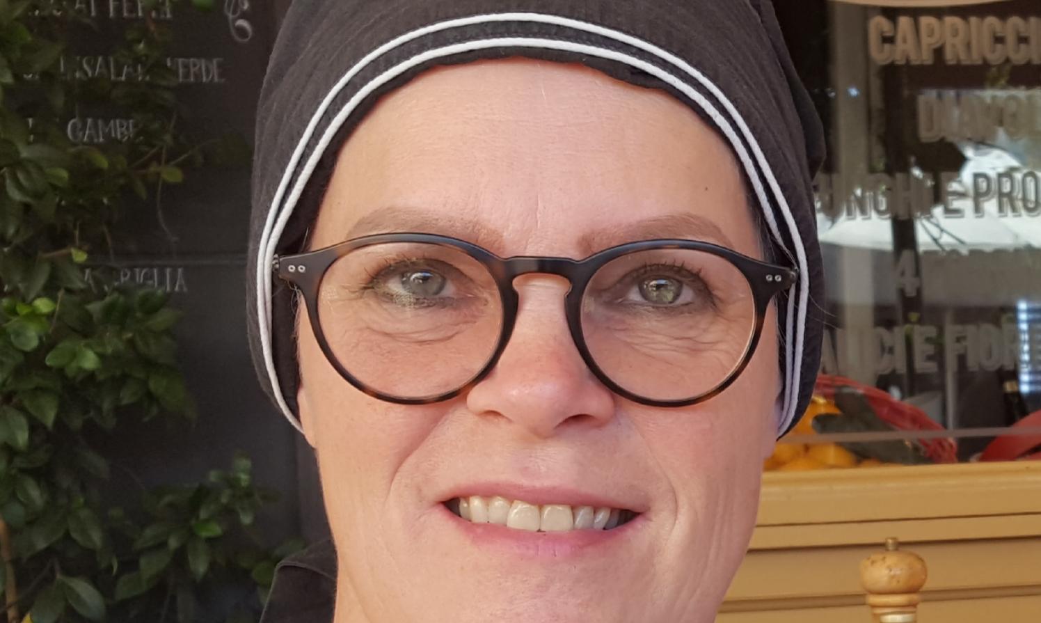 58-årige Annette Winther-Jensen har netop fejret 40 års jubilæum som rejsekonsulent i det store globale erhvervsrejsebureau, CWT. Privatfoto.