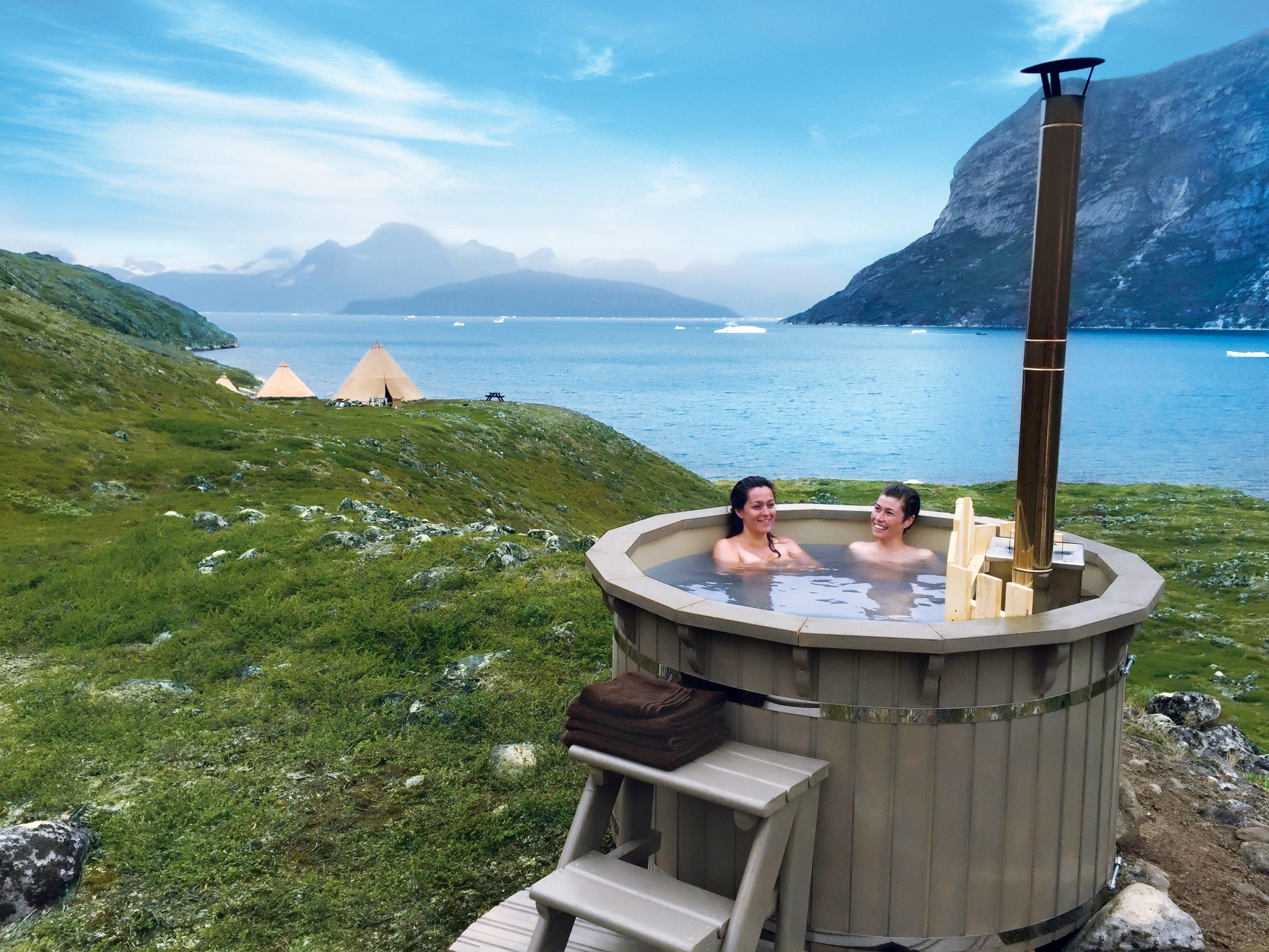 Der er kommet øget interesse mod Grønland efter præsident Trump tilsyneladende har tilkendegivet interesse i at købe verdens største ø. Her er det luksuriøse Camp Kiattua i bunden af Nuup Kangerlua (Godthåbsfjorden). Foto: arctic-nomad.com
