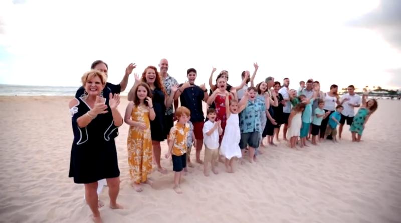 De 33 medlemmer af Sam Pratt og hans store familie, der fløj gratis til og fra Hawaii. Foto: Southwest Airlines.