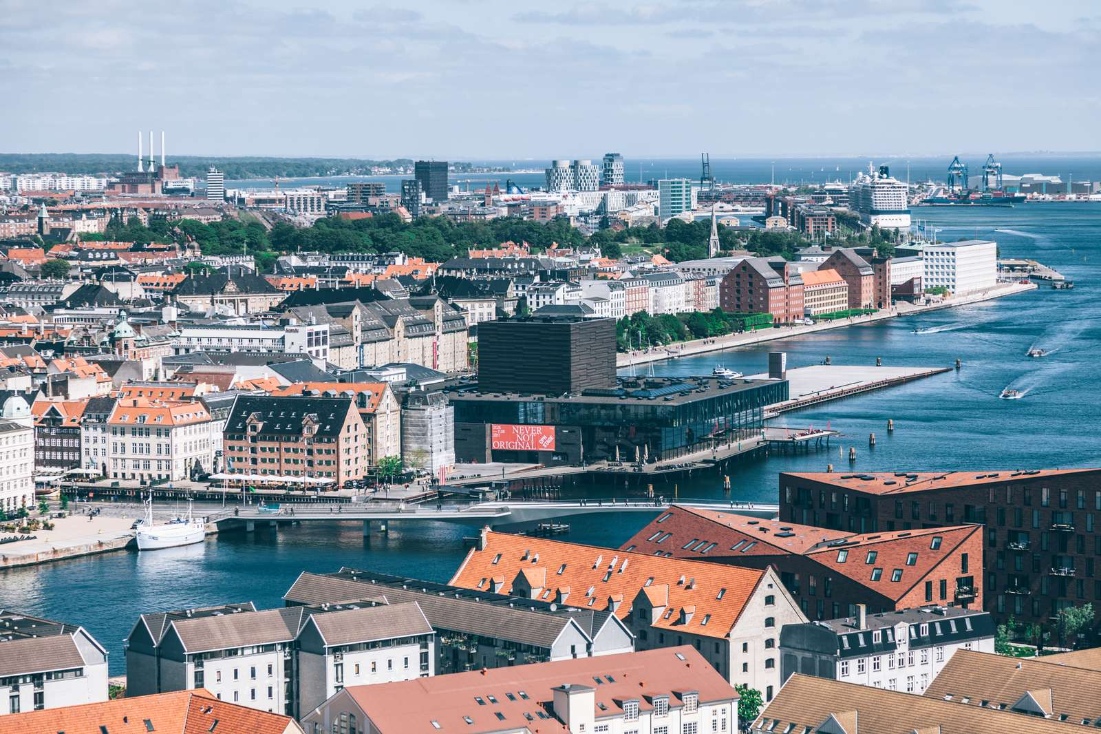 Folketinget har vedtaget lov der skal reducere antallet af danske destinationsselskaber fra de nuværende cirka 80 til 15-25. Med Wonderful Copenhagen har brancheorganisationen Danske Destinationer nu 14 af disse destinationsselskaber. Pressefoto: Wonderful Copenhagen.