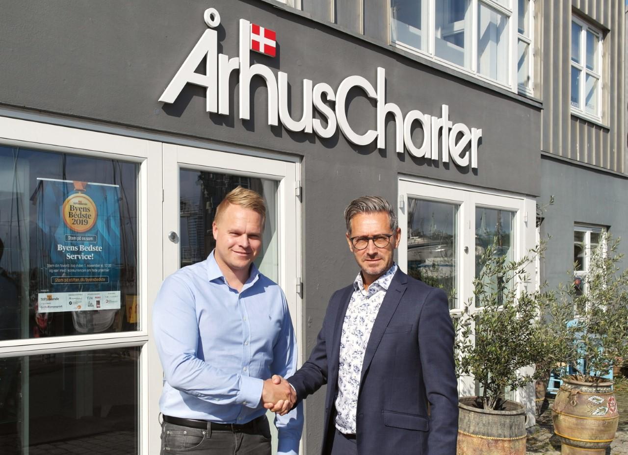 Henrik G. Jensen, bureauchef og medejer i Århus Charter, til venstre, med Mikael Nilsson, Manager Charter Sales hos SAS. Foto: Århus Charter.