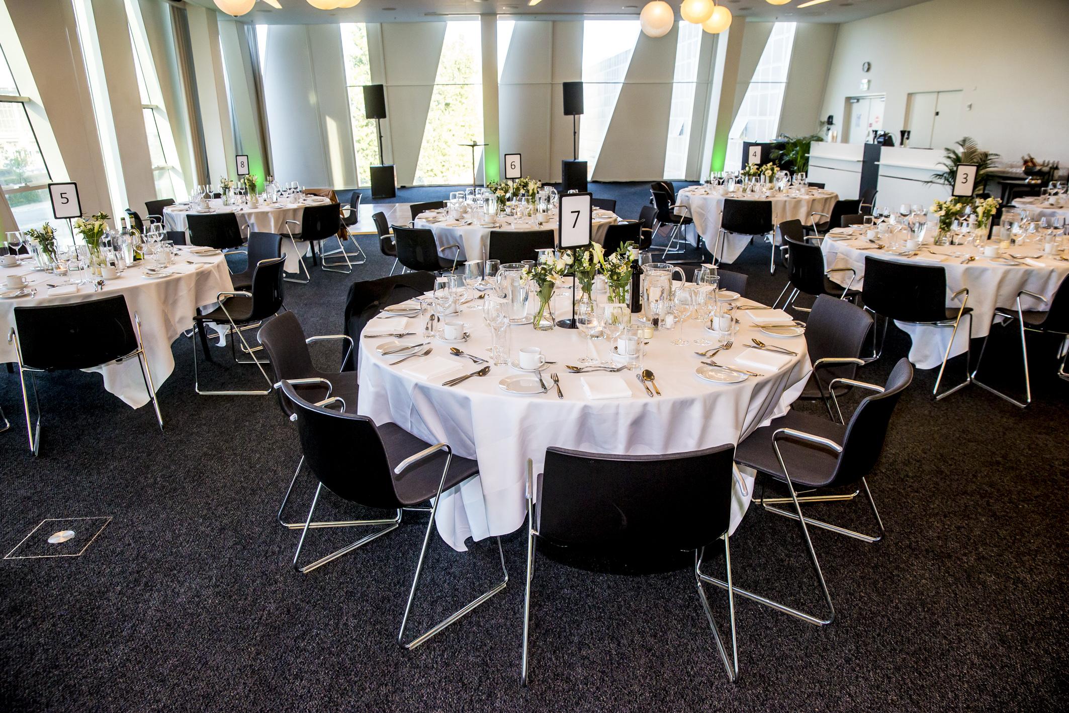 Marriott med over 7.000 hoteller på verdensplan tilbyder nu mødeplanlæggere nyt system. Her er der dækket op på et af Københavns tre Marriott-hoteller, AC Bella Sky Copenhagen. Foto: Michael Stub.