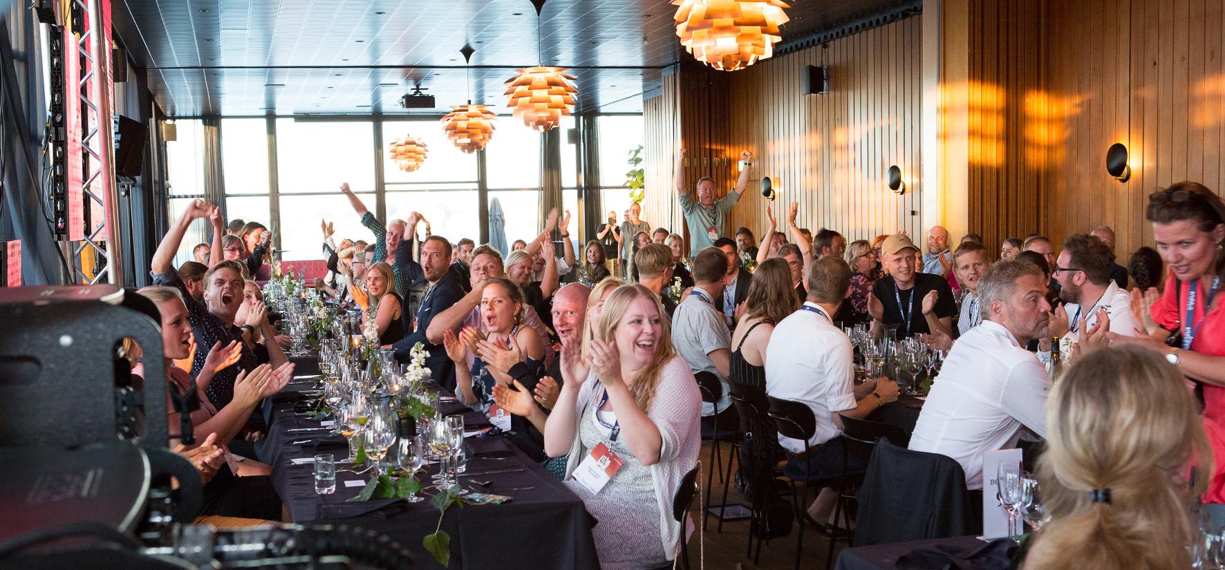Kursuslex og MPI Scandinavia slår deres to årlige awardshows i den danske møde- og eventbranche sammen til ét. Dermed bliver der ingen DEMA-fest i år. Her er det fra sidste års DEMA-fest på Langeliniepavillonen i København. Pressefoto: Meeting Professionals International Scandinavia.