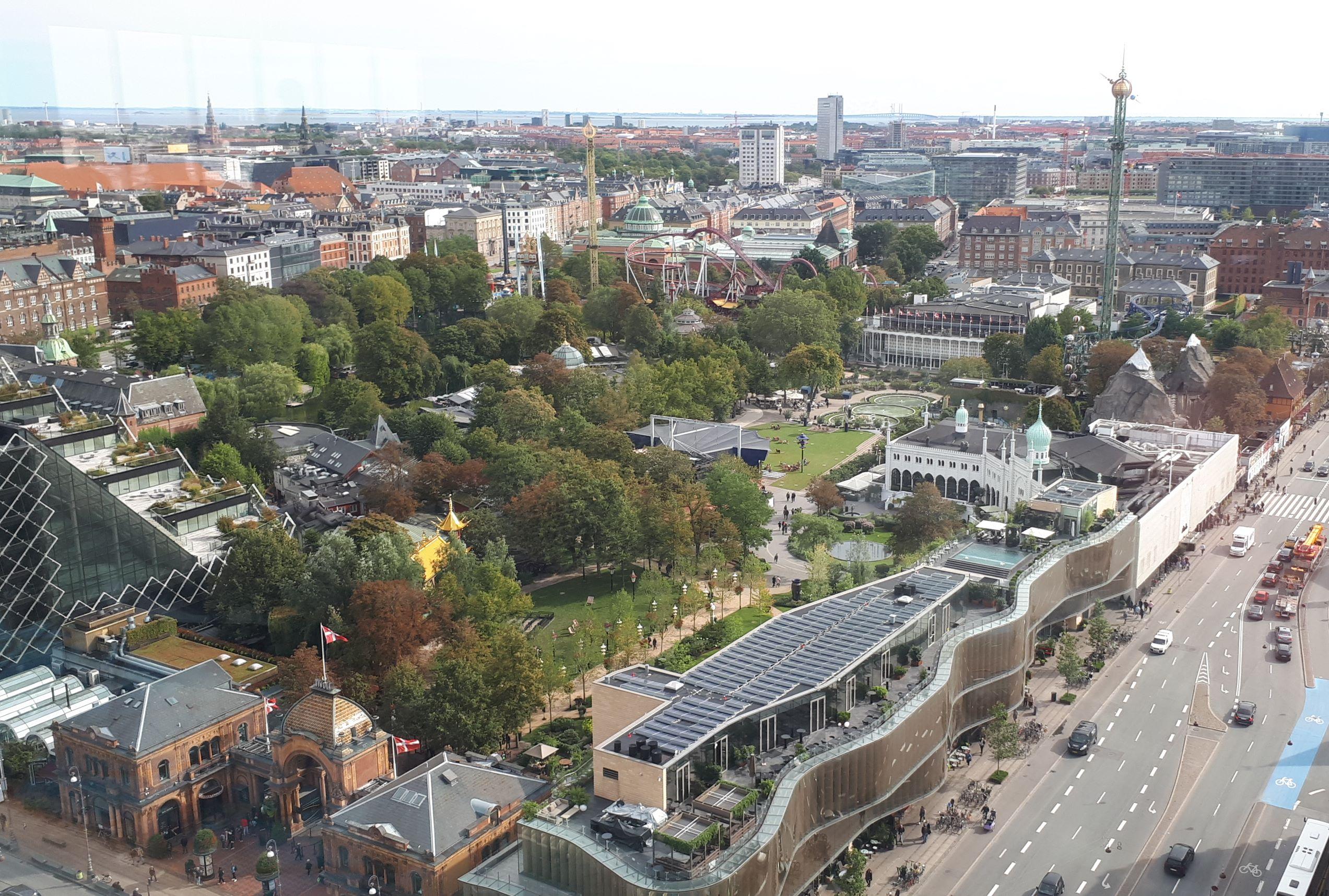 København set lidt fra oven – her udsigten over blandt andet Tivoli fra Royal-hotellet. Foto: Henrik Baumgarten.