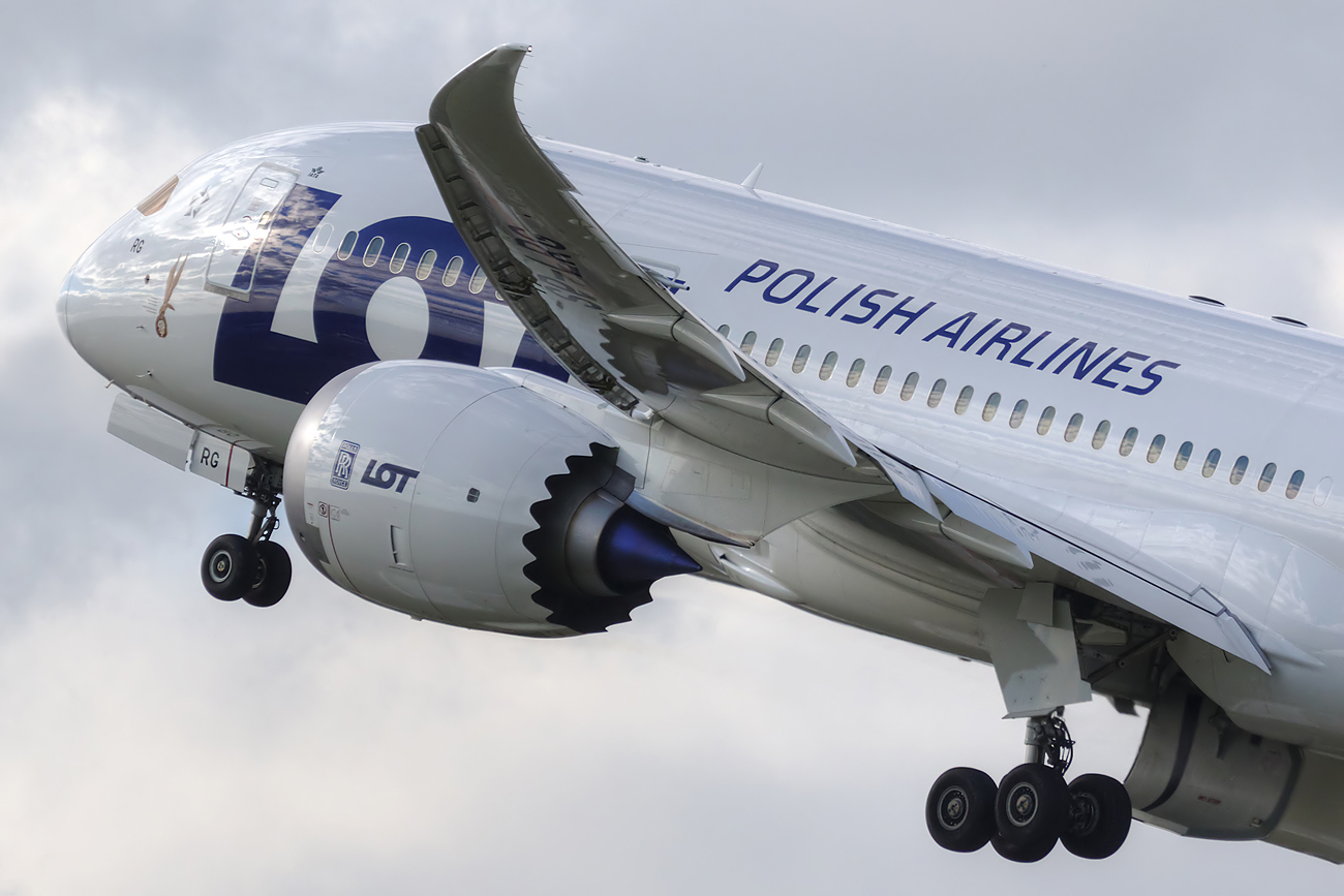 En direktør for kabinepersonalet hos polske LOT er blevet fyret efter hun i et opslag på sin private Facebook-profil svinede en kabinebesætning fra British Airways til. Pressearkivfoto fra LOT: M. Kwasowski.