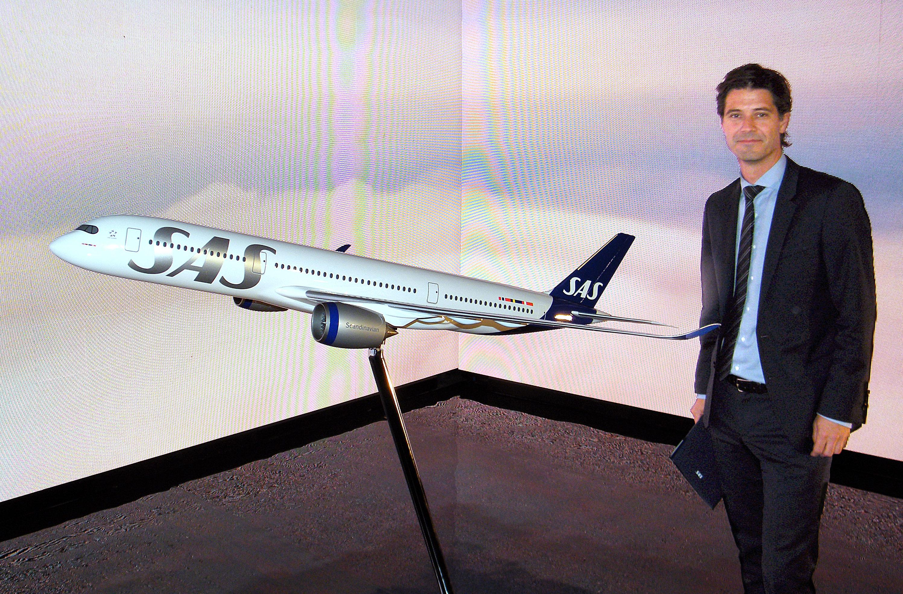 Simon Pauck Hansen, direktør for Network og kommende koncerndriftsdirektør i SAS ved præsentationen forleden i København af SAS' kommende nye flybemaling. Foto: Henrik Baumgarten.