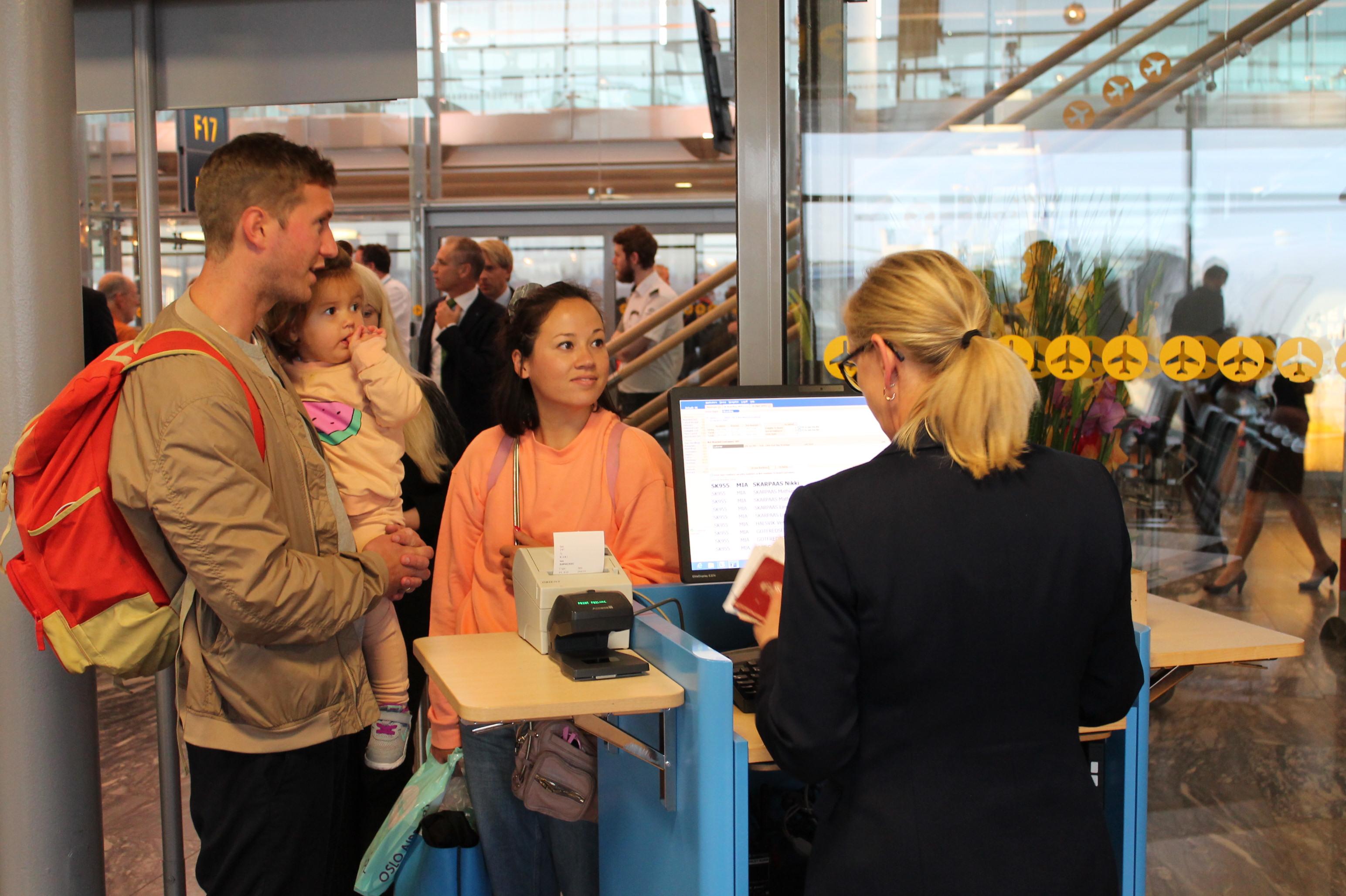 Pressefoto fra Oslo Lufthavn med check-in til en SAS-flyvning.
