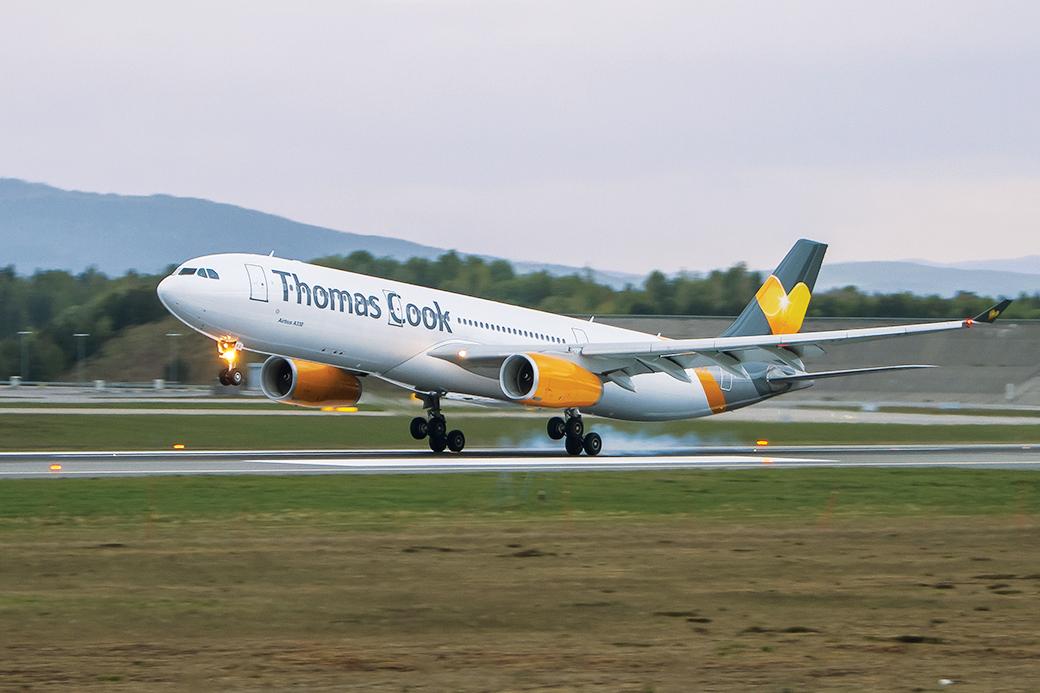 Rejsekoncernen Thomas Cook med en række europæiske rejsebureauer og flyselskaber kan være reddet – men de sidste forhindringer skal stadig løses. Arkivfoto.