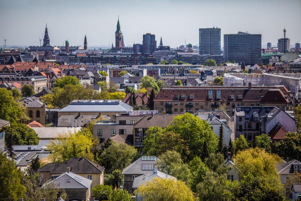 Danmark – og navnlig København – får i disse år mange nye hoteller. Her et kig udover København fra det genåbnede Scandic-hotel Falkoner. Scandic er medlem af Dansk Erhverv, der netop har fået en anden dansk hotelkæde ombord. Pressefoto: Scandic Hotels.