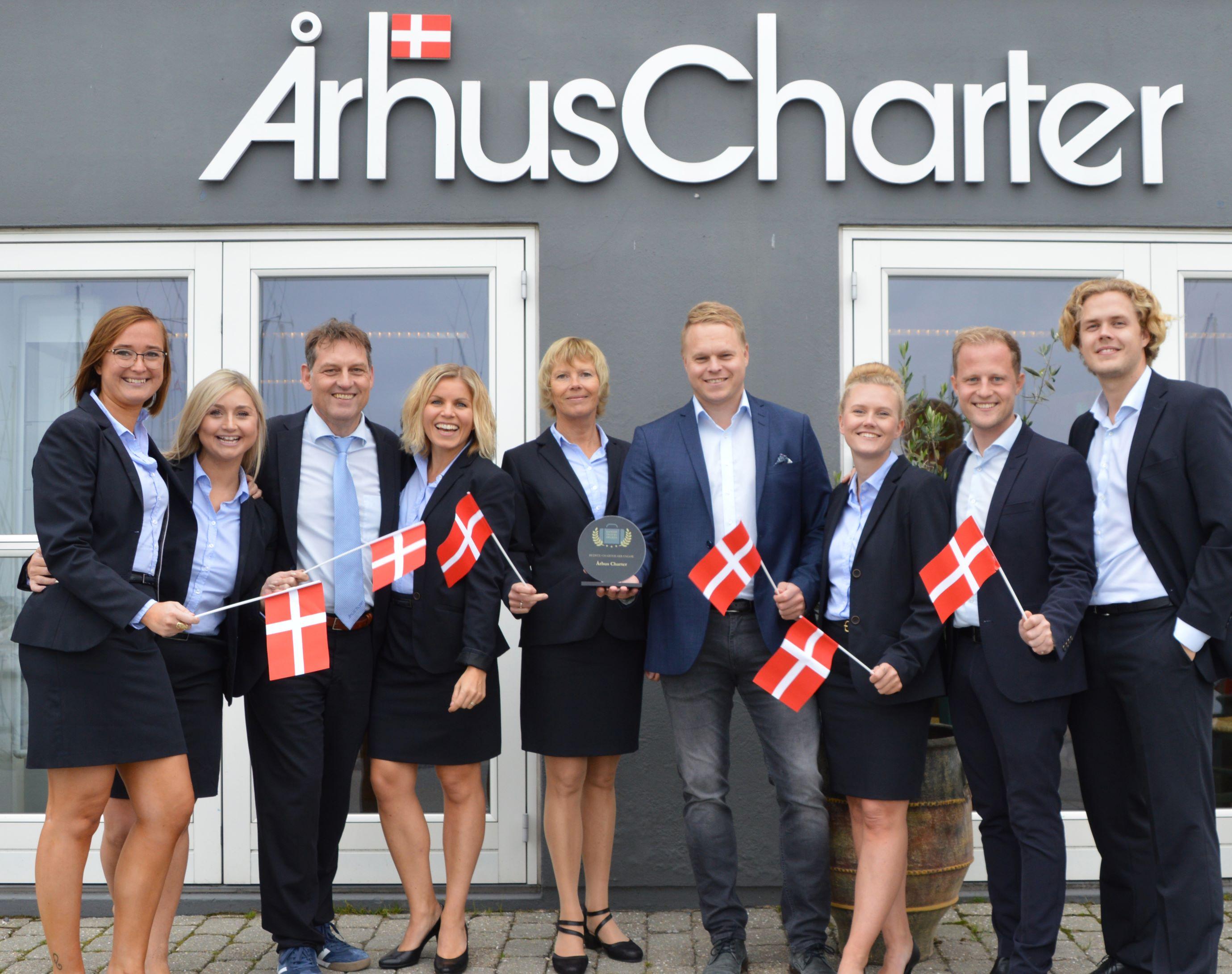 Medarbejdere fra Århus Charter fejrer dagen der på charterrejsebureauets 7. Danish Travel Awards. Foto: Århus Charter.