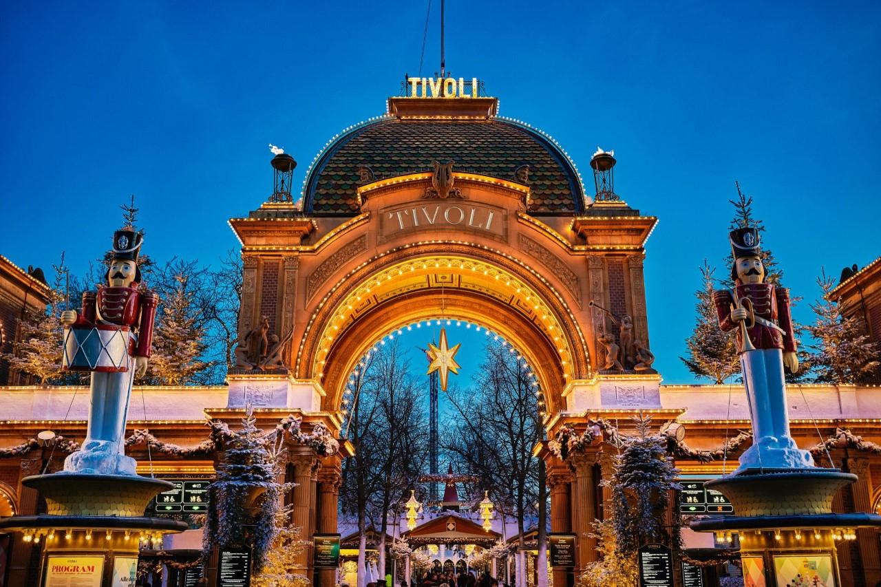 Tivoli er snart klar til årets fjerde sæson, Jul i Tivoli fra 16. november til 5. januar, med en lang række aktiviteter for de mange danske som udenlandske gæster. Arkivfoto: Lasse Salling, Tivoli.