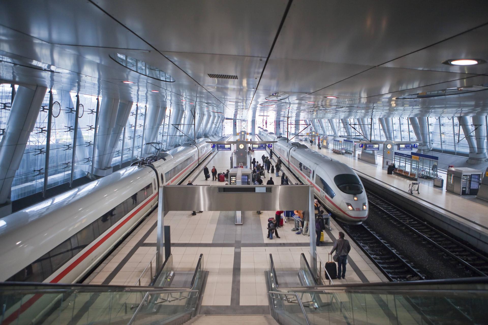 Togstationen i Frankfurt Lufthavn, hvorfra Lufthansa fra december vil øge betjeningen til en række tyske byer. Fremsendt pressefoto fra : Lufthansa, imago/imagebroker.