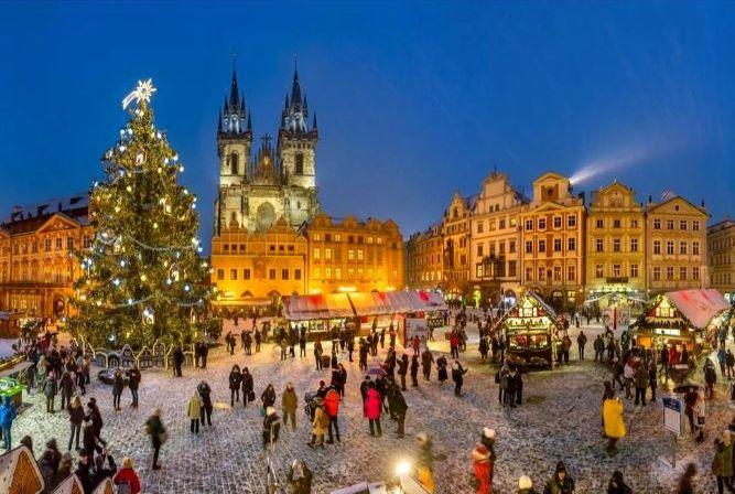 Tjekkiet er et spændende og prisvenligt rejseland hele året – i juletiden har de store byer blandt andet julemarkeder. Foto: Czech Tourism.