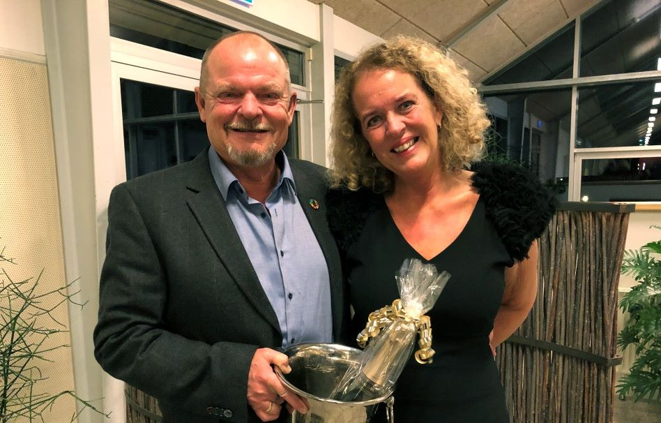 Årets Værtskabspris hos Danhostel gik i år til Annette og Henrik Kjeldsen, værtsparret på Danhostel Herning. Foto: Danhostel.