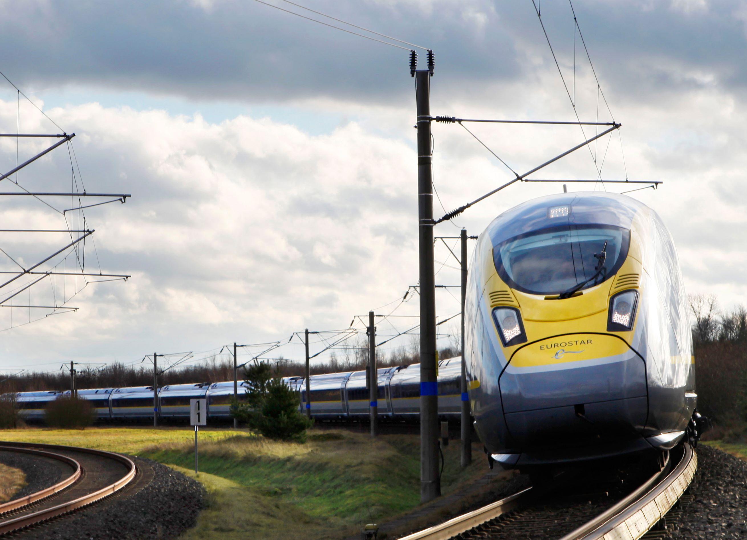 Eurostar kører primært højhastighedstog mellem Paris og London – transportformen bliver stadig mere udbredt i dele af Europa, men det er kostbart og tidskrævende at anlægge spor til højhastighedstogene. Pressefoto: Siemens – Eurostar International.