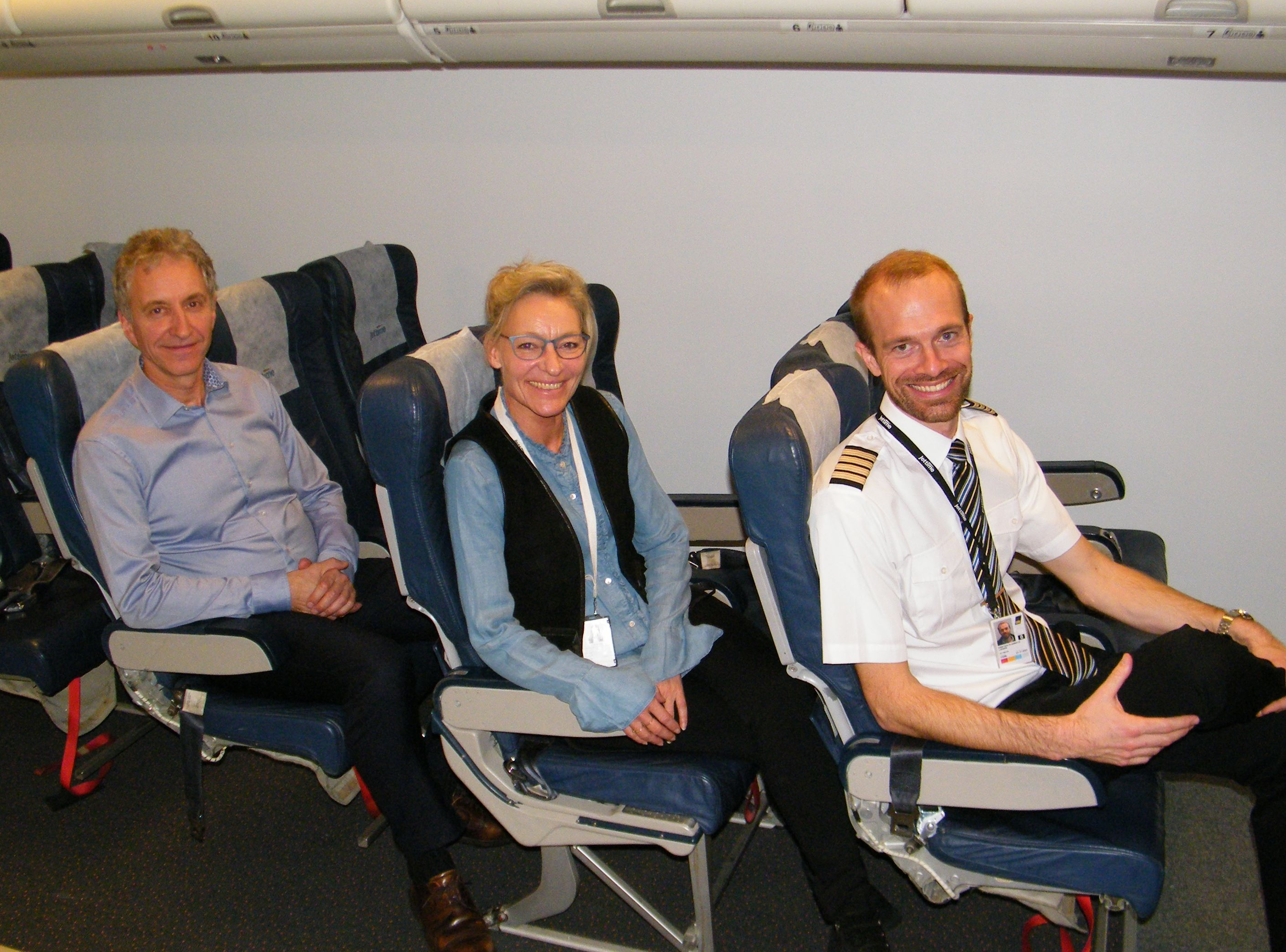 Trioen fra Jet Time ved sammenkomsten med Danske Flyvejournalister, fra venstre administrerende direktør Jørgen Holme, vicedirektør Birthe Madsen og chefpilot Kristian Plambeck Lassen. Foto: Henrik Baumgarten.
