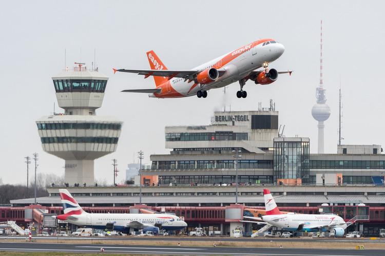 Nystartet dansk firma har samlet nærmest alle flyselskabers priser og billettyper – hvad enten disse er i reservationssystemer, de særlige NDC-priser eller for eksempel fra lavprisselskaber. Arkivpressefoto fra Tegel-lufthavnen i Berlin.