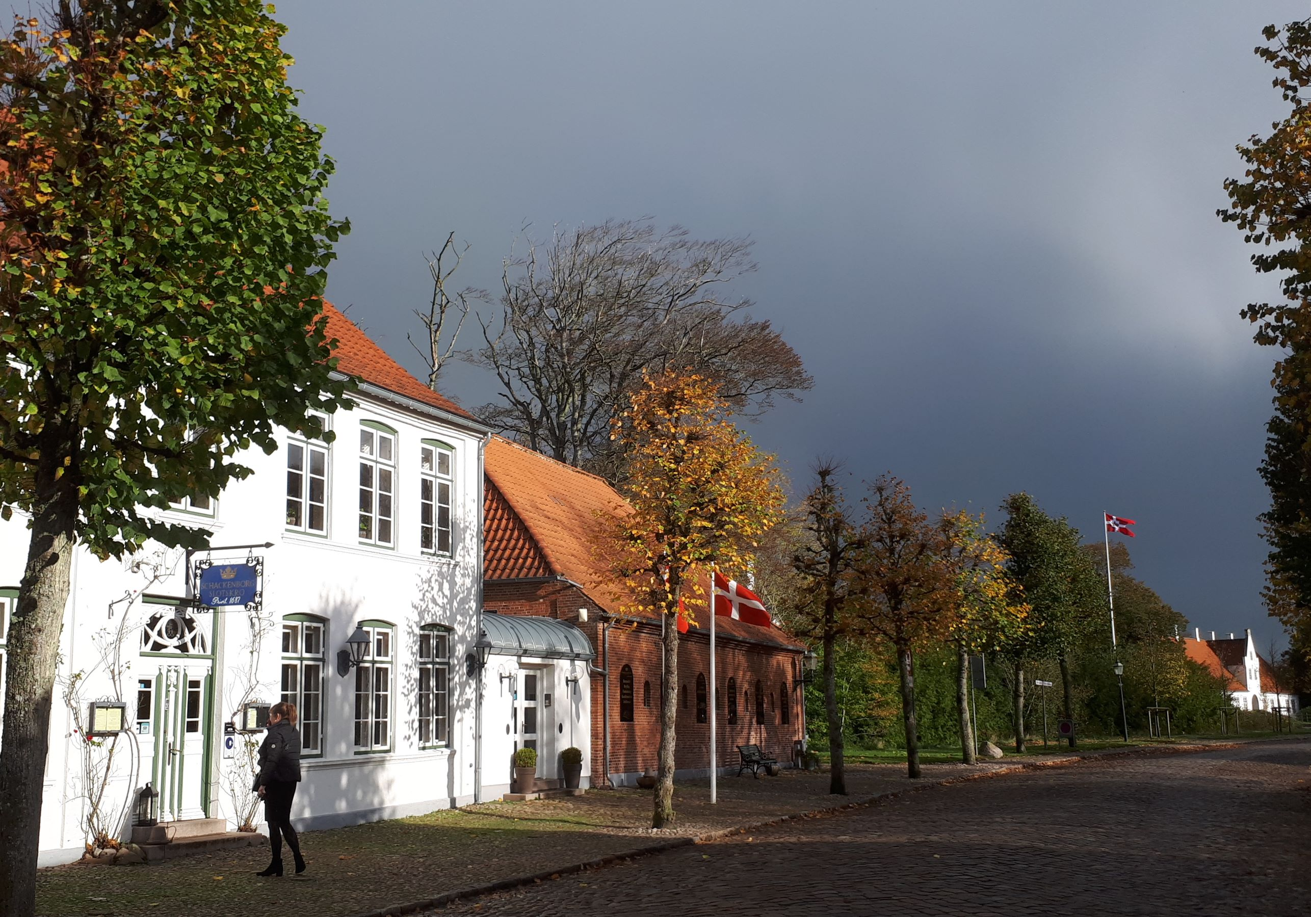 Tyskland, Norge og Sverige er de tre største leverandører af udenlandske turister i Danmark. Her er det Møgeltønder i det sønderjyske med blandt andet slottet Schackenborg. Foto: Henrik Baumgarten.