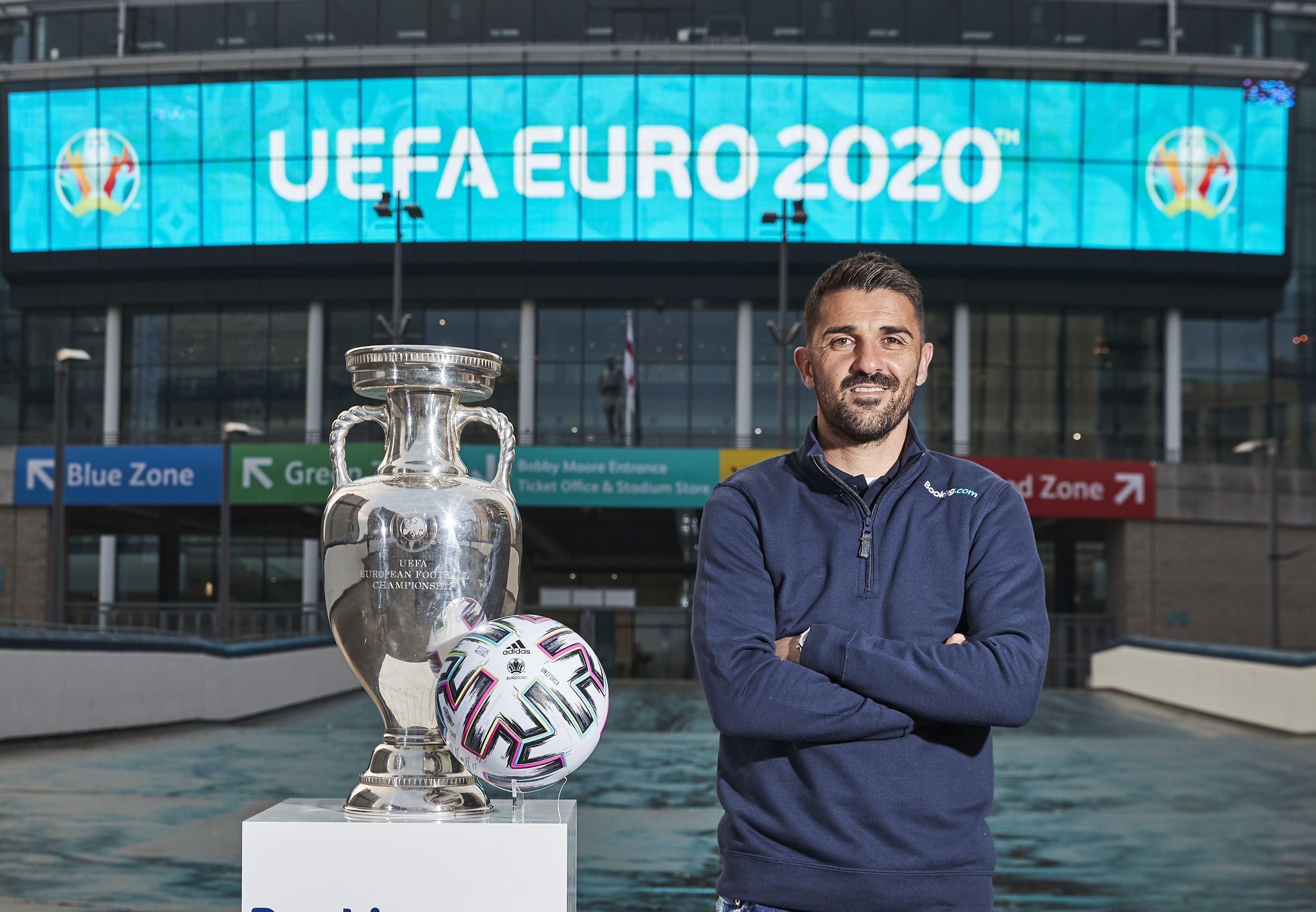 Den tidligere spanske landsholdsforward David Villa, der også har spillet for FC Barcelona, er i dag blandt andet ambassadør for Booking.com – og sammen med ham kan vinderen af Booking.com konkurrencen overvære finalen i Europamesterskabet i fodbold næste år. PR-foto fra Booking.com,  Mark Robinson.