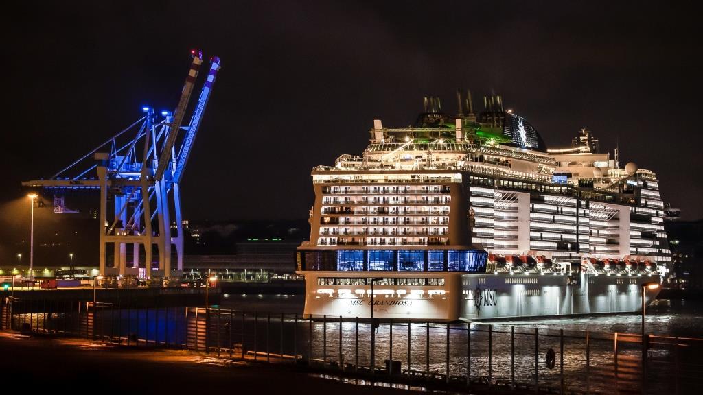 MSC Grandiosa i Hamborg Havn. (Foto: MSC Cruises | PR)