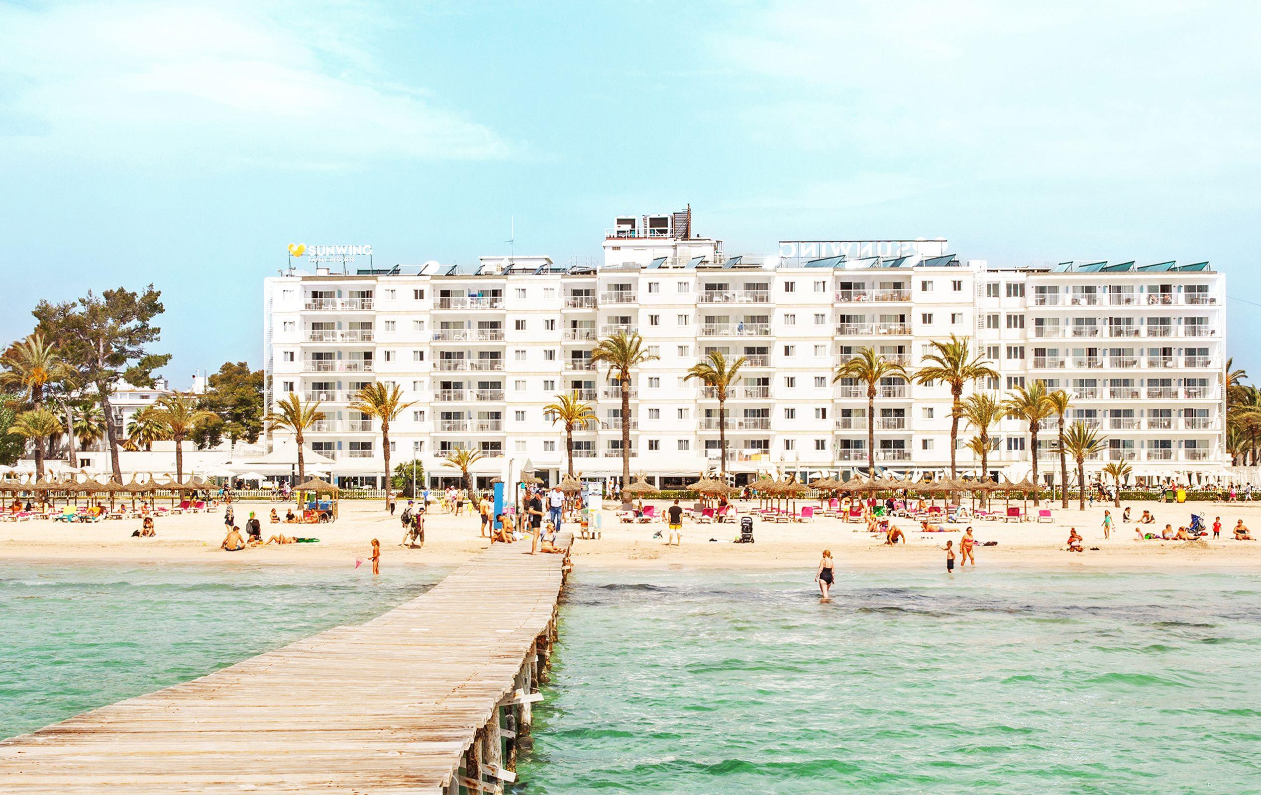 Nordic Leisure Travel Group, NTLG, med blandt andet danske Spies har købt den spanske hotelgruppe AROE. NTLG's egne hotelkoncepter Sunwing Family Resorts, Ocean Beach Club og Sunprime Hotels har årligt cirka 1.600.000 gæster fra de nordiske lande. Her er det hotellet Sunwing Alucia Beach på Mallorca. Foto: Spies.
