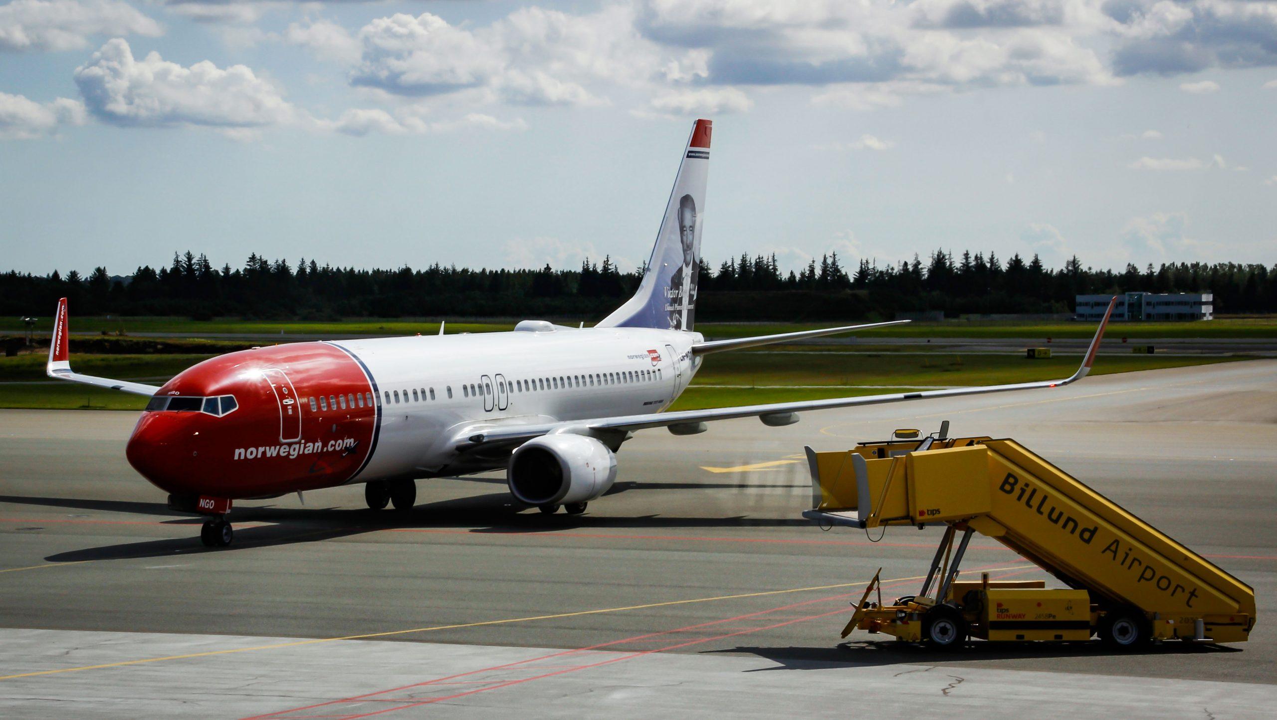 Norwegian er næststørste flyselskab i Danmark, her er et af selskabets fly i Billund Lufthavn. Arkivpressefoto fra Billund Lufthavn.