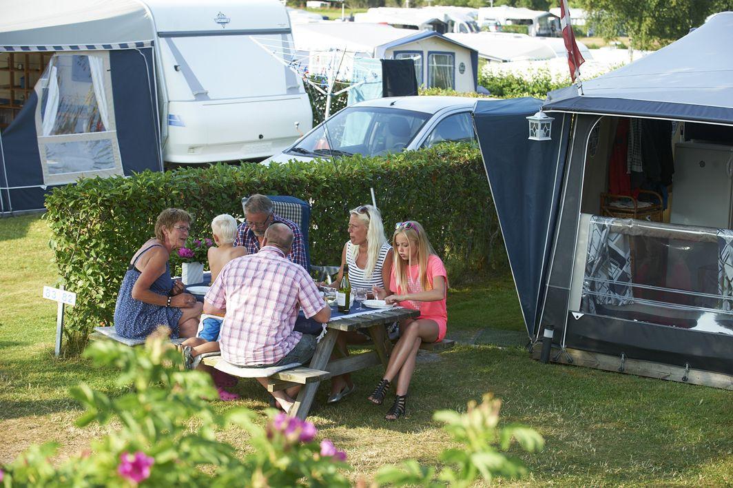 DK-Camp, der repræsenterer 230 private campingpladser i Danmark, har fået kartelbøde på 300.000 kroner for i en årrække at have haft en fælles koordineret pris for et campingplads, kunder skulle have for at få adgang til foreningens medlemspladser. Arkivpressefoto: DK-Camp.