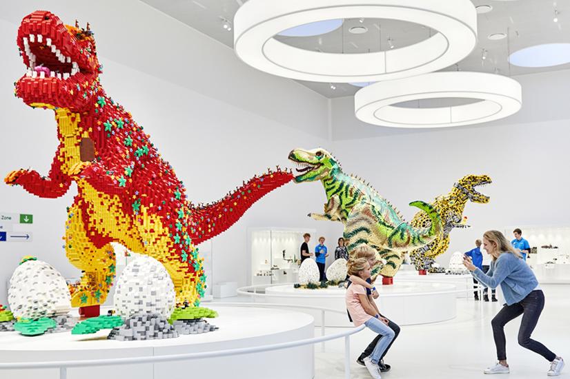 Lego House i Billund er blandt de 50 steder i verden, hvor der virkeligt er en oplevelse i vente for voksne der rejser med børn, siger ny opgørelse fra amerikanske Time Magazine. Pressefoto: Lego House.