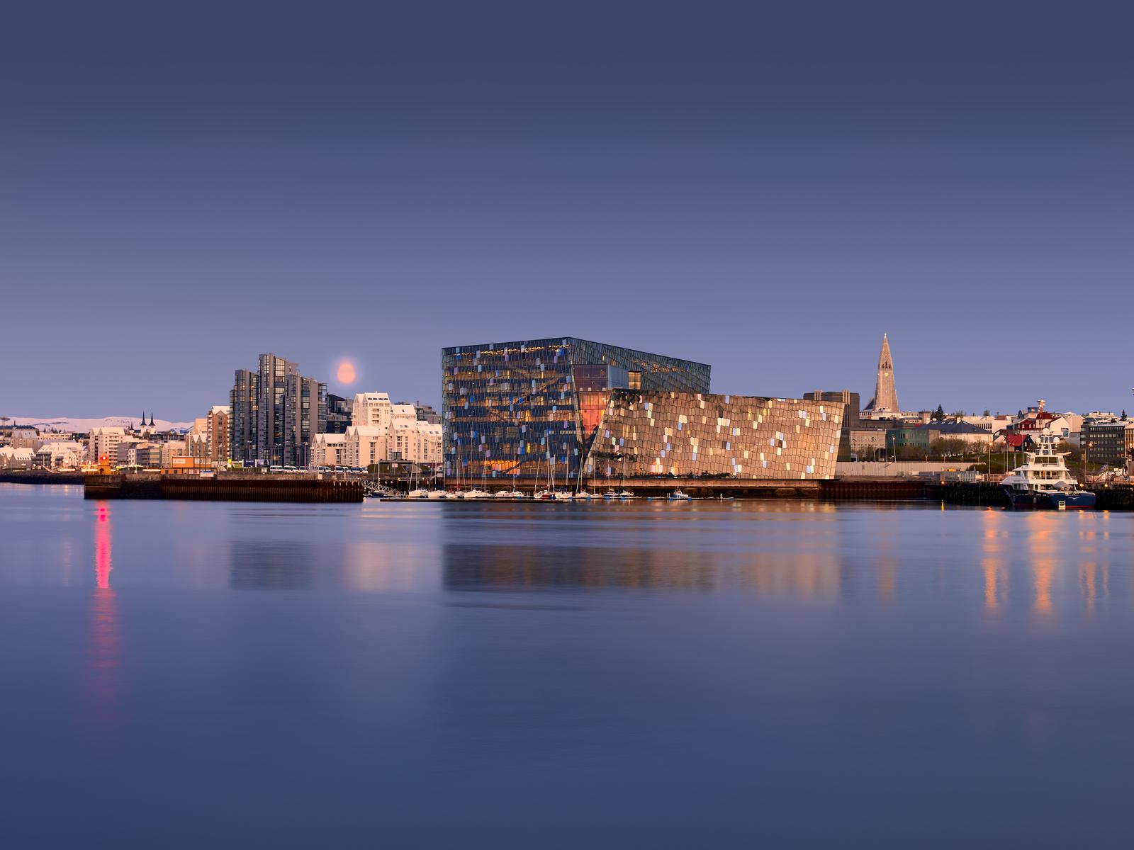 Icelandair Hotels har flest hoteller i og omkring den islandske hovedstad, Reykjavik. Den store bygning er koncert- og operahuset Harpa. Foto: Visit Reykjavik, Ragnar Th.