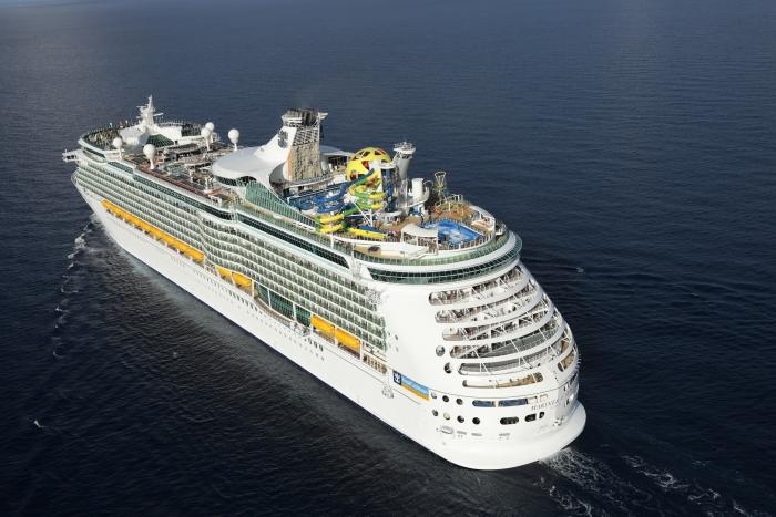 Verdens næststørste krydstogtrederi, Royal Caribbean Cruise Line, har opsagt sine to sidste medarbejdere i Danmark. Rederiet er blandt andet kendt for sine store skibe, her er det Mariner of the Seas. Pressefoto.