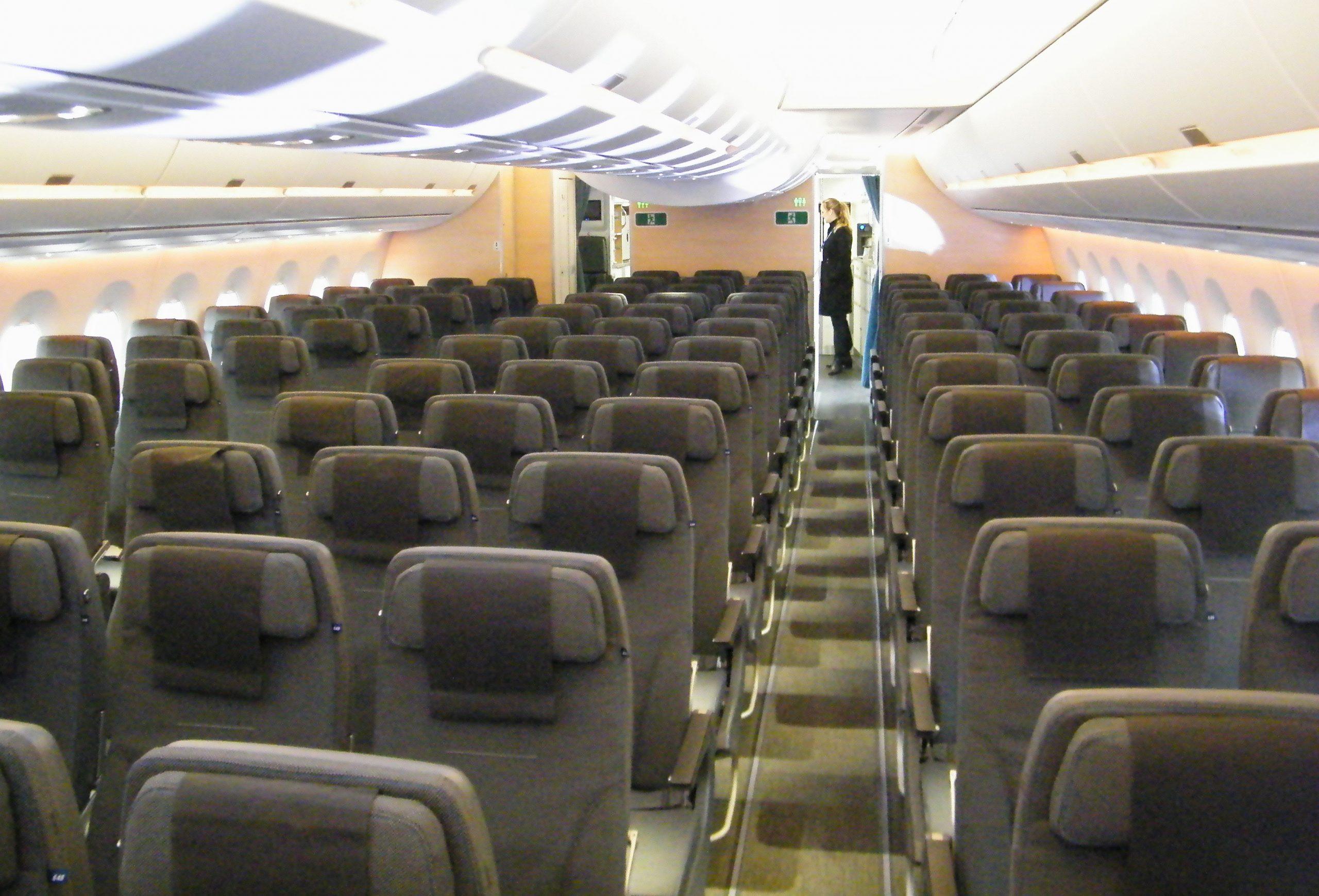 SAS fremviste mandag for første gang kabinerne i sit nye flagskib til langruterne, Airbus A350. Her er det hovedkabinen på economy, Go, hedder det hos SAS, hvor der er plads til 228 passagerer. Foto: Henrik Baumgarten.
