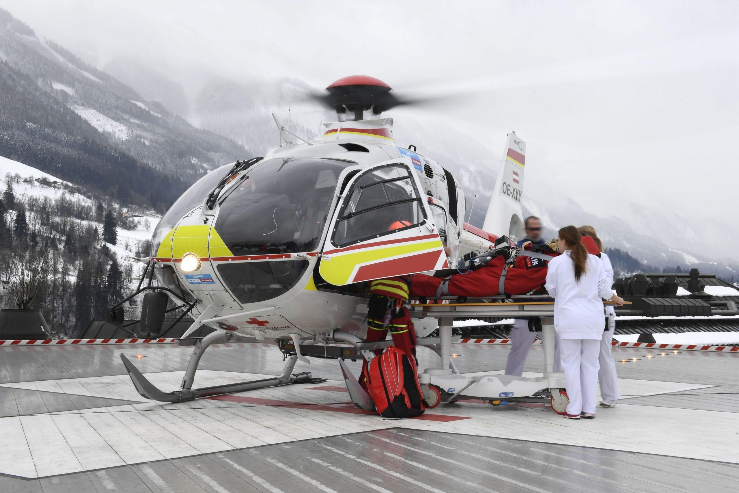 Skiferien kan være en dyr fornøjelse – også for rejseforsikringsselskaberne, sidste vintersæson brugte SOS International 12 millioner kroner på danske skiskader. Arkivpressefoto fra Airbus: Anthony Pecchi.