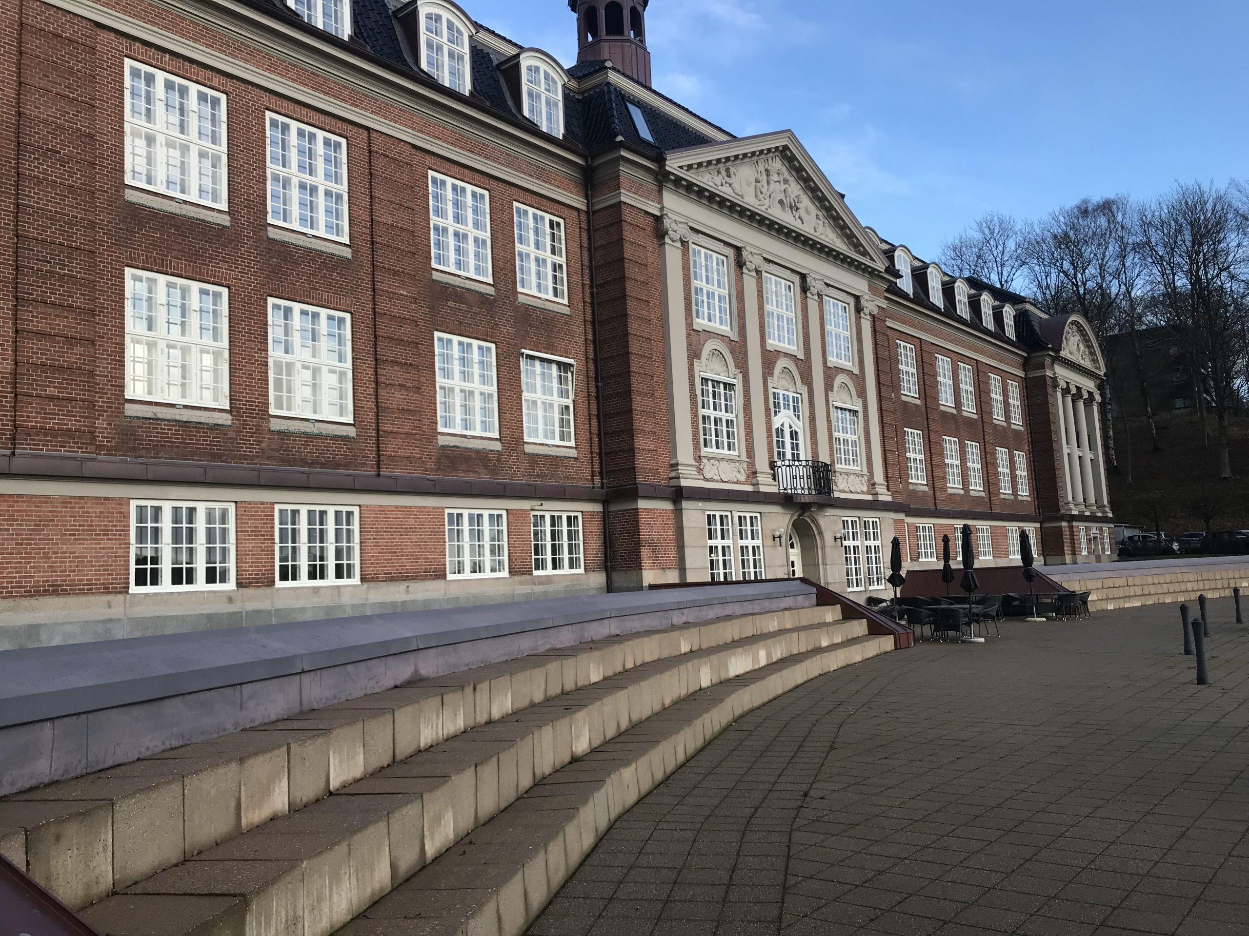 Hotel Koldingfjord er blandt de nominerede ved Danish Meeting & Event Award 2020; det er i kategorien Best Venue – Meeting design. De andre kandidater i kategorien er Legoland Hotel og Conference, MBK Kursuslokaler i København og Marienlyst Strandhotel. Foto: Ole Kirchert Christensen.