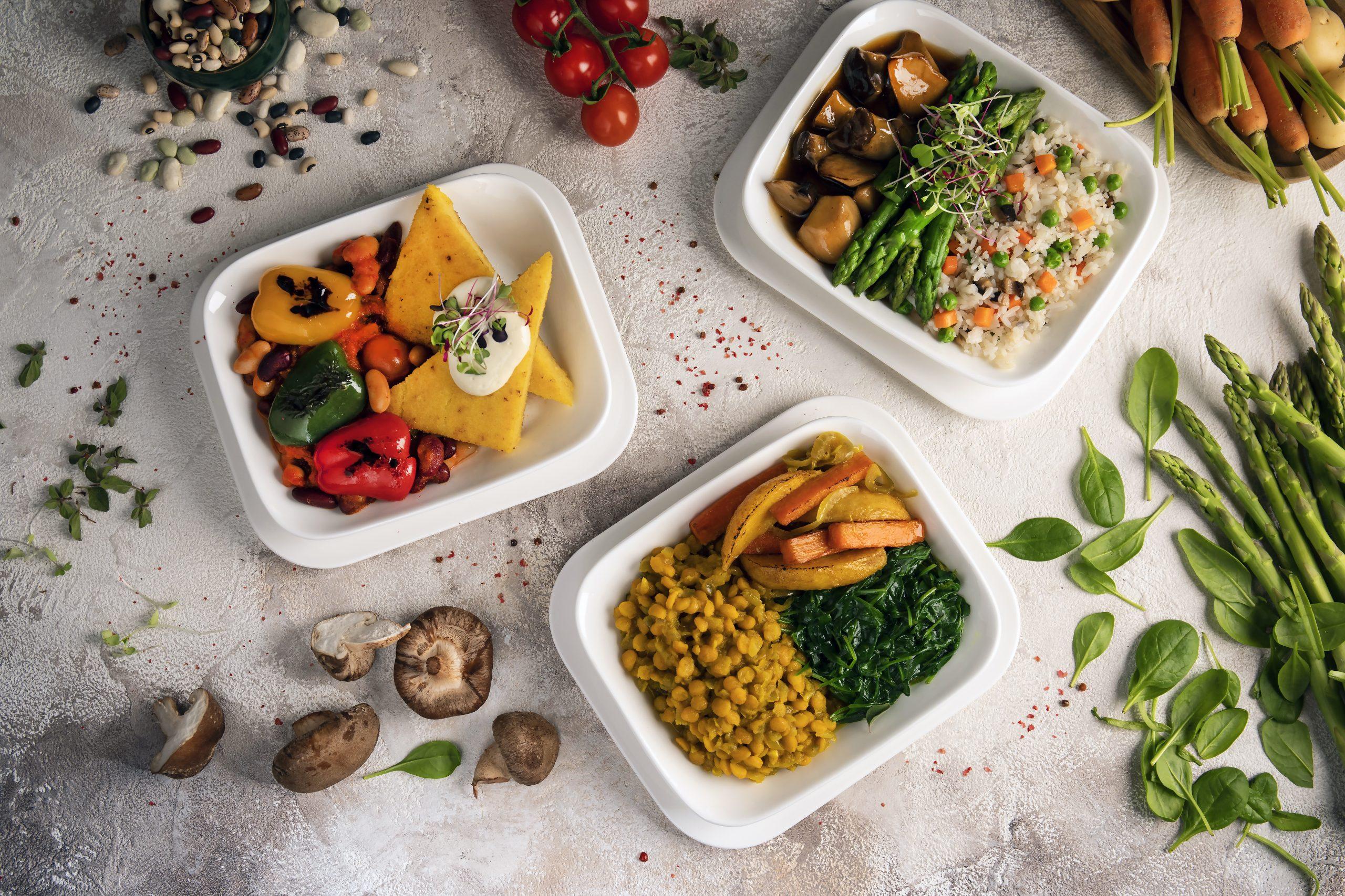 Hvert år serverer Emirates 110 millioner måltider til sine over 55 millioner passagerer. Her i januar kan der fås veganske retter på lang række af ruterne. Pressefoto fra Emirates.