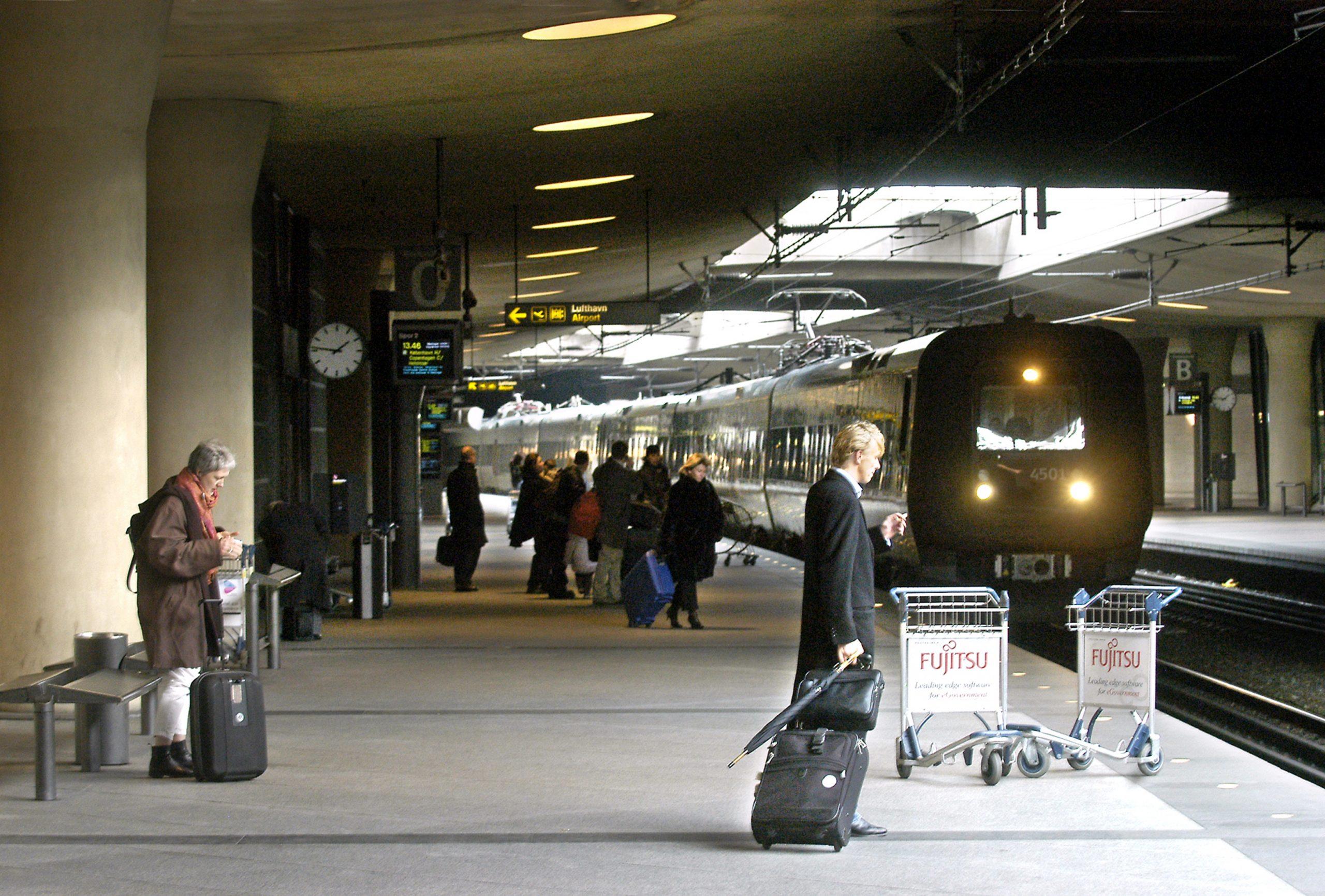 DSB bliver fra senere i år et sjældent syn på togstationen i Københavns Lufthavn. Svenske Skånetrafikken begynder fra i år helt at overtage togdriften mellem Østerport Station og Malmø. Arkivpressefoto fra DSB.